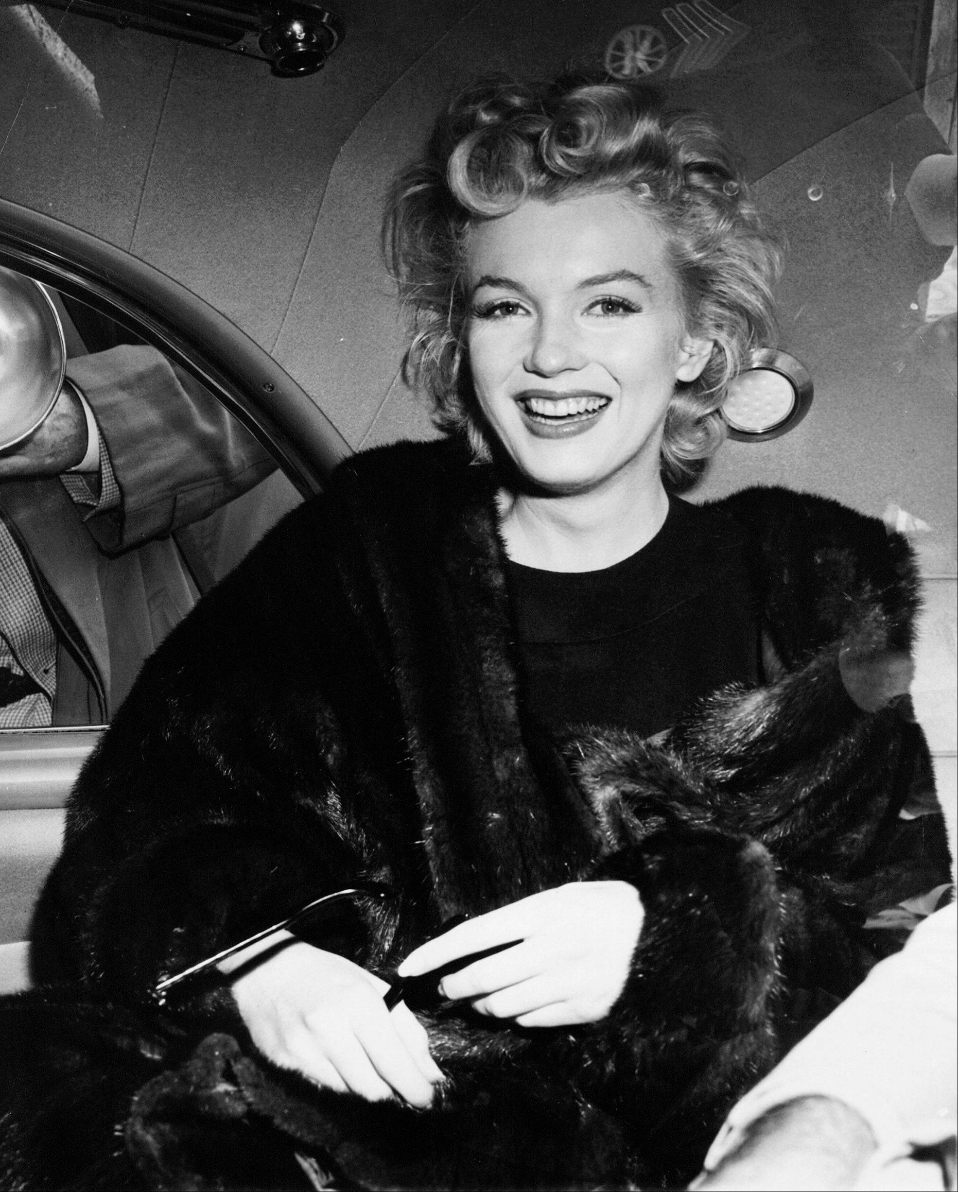 The FBI has released a new version of files it kept on actress Marilyn Monroe that reveal the names of some of her acquaintances who had drawn concern from government officials and members of her entourage over their suspected ties to communism.
