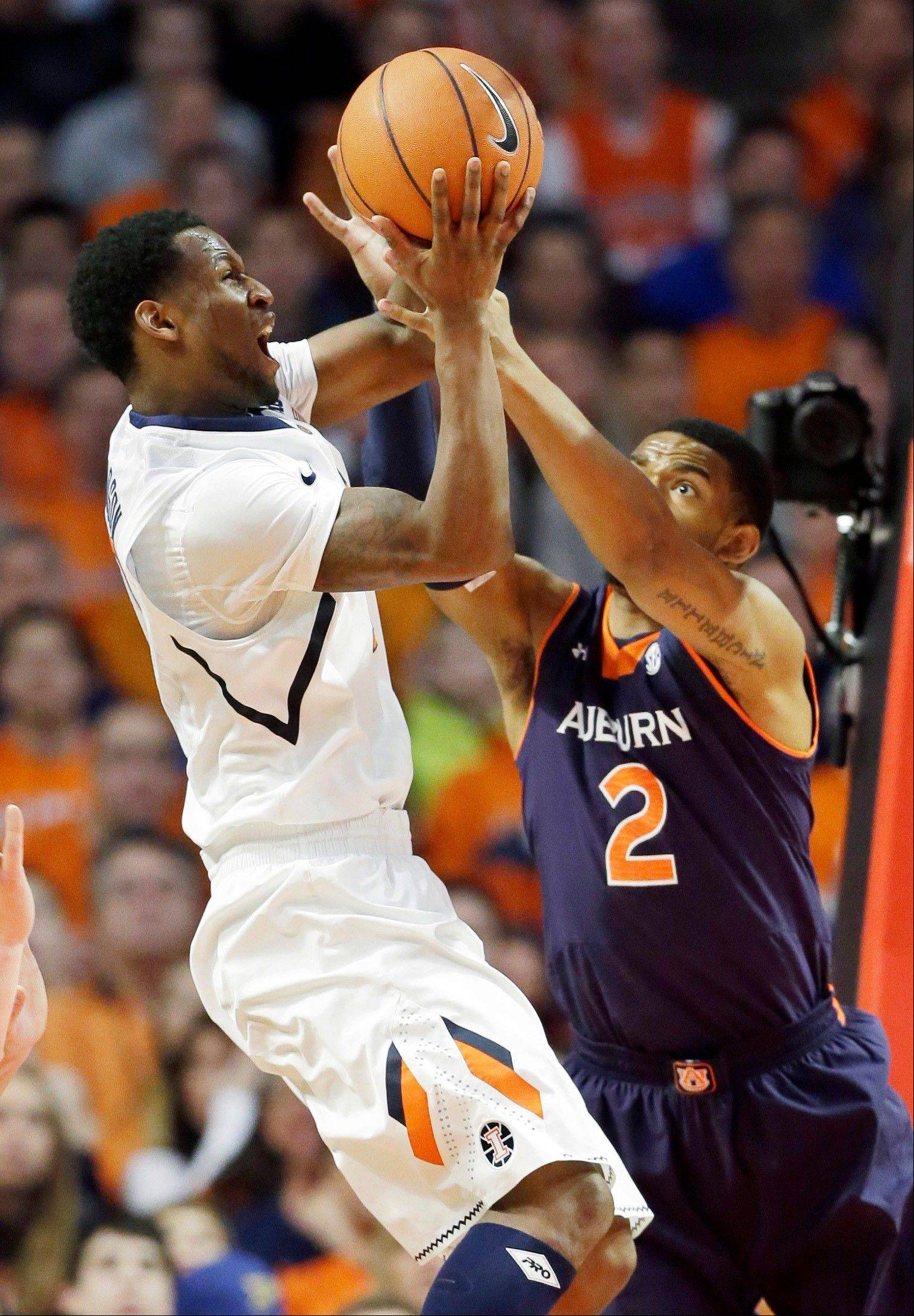 Abrams scores 29 as Illinois beats Auburn 81-79