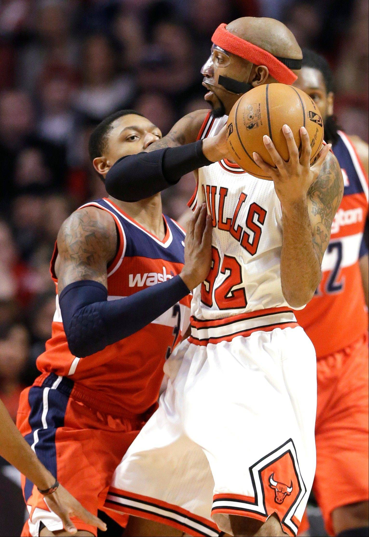 Bulls guard Richard Hamilton returned to the lineup Saturday night, finishing with 9 points in the victory over the Wizards.
