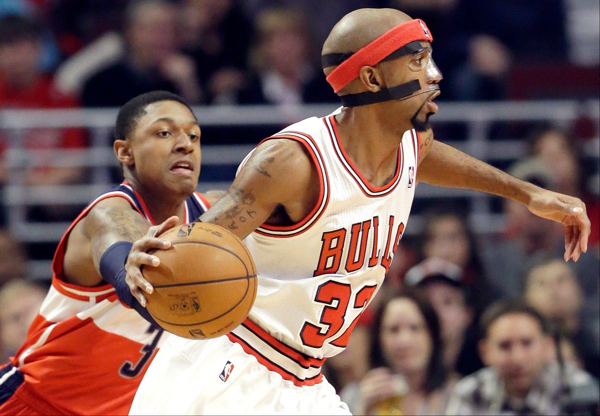 Chicago Bulls guard Richard Hamilton, right, looks to a pass as Washington Wizards guard Bradley Beal defends during the first half of an NBA basketball game in Chicago on Saturday, Dec. 29, 2012.