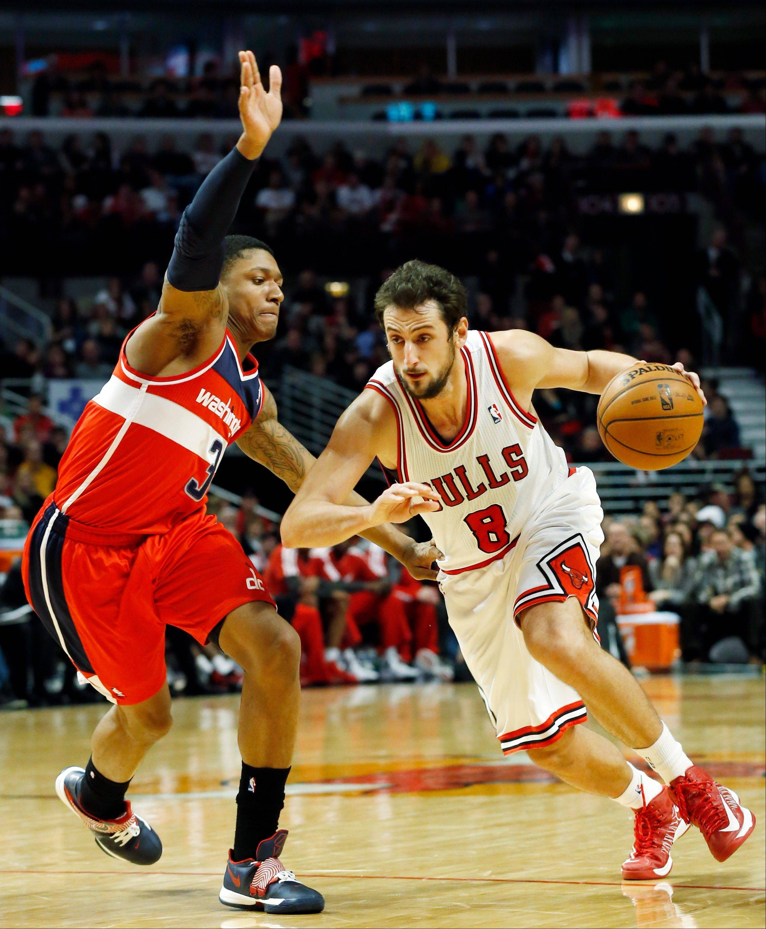 Chicago Bulls guard Marco Belinelli, right, of Italy, drives to the basket as Washington Wizards guard Bradley Beal during the second half of an NBA basketball game in Chicago on Saturday, Dec. 29, 2012. The Bulls won 87-77.