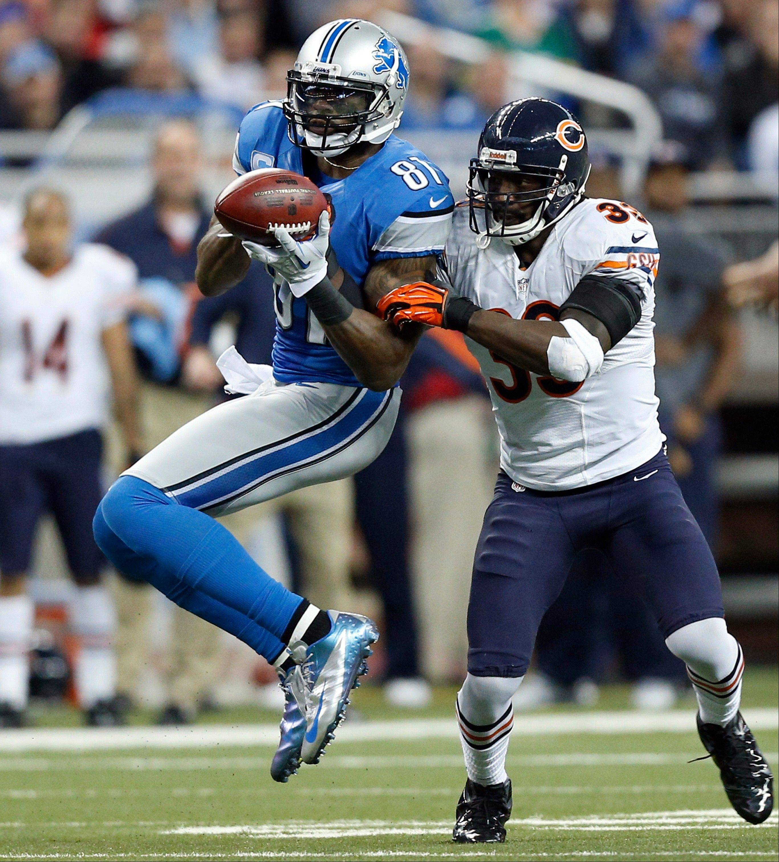 Detroit Lions wide receiver Calvin Johnson (81) bobbles and misses a catch while defended by Chicago Bears cornerback Charles Tillman (33) during the second quarter.