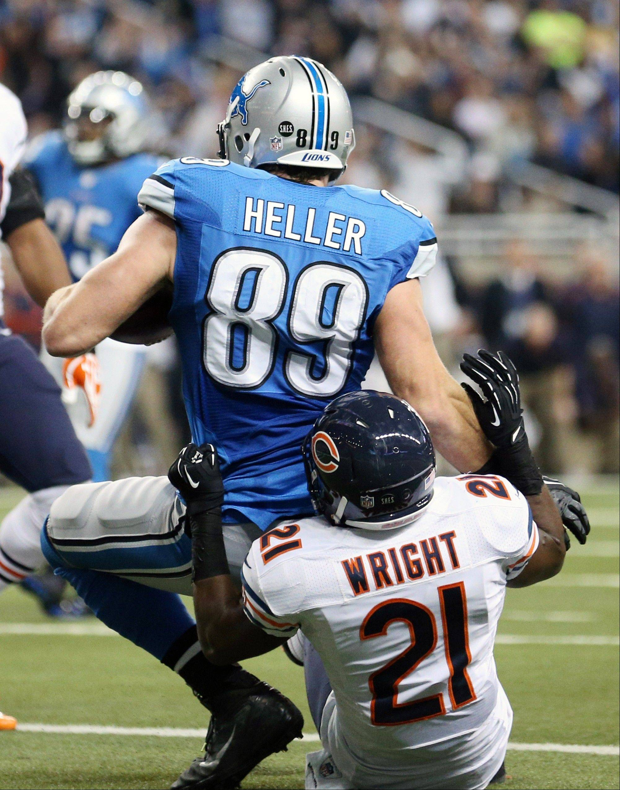 Detroit Lions tight end Will Heller (89), defended by Chicago Bears strong safety Major Wright (21), falls into the end zone for a touchdown during the third quarter.
