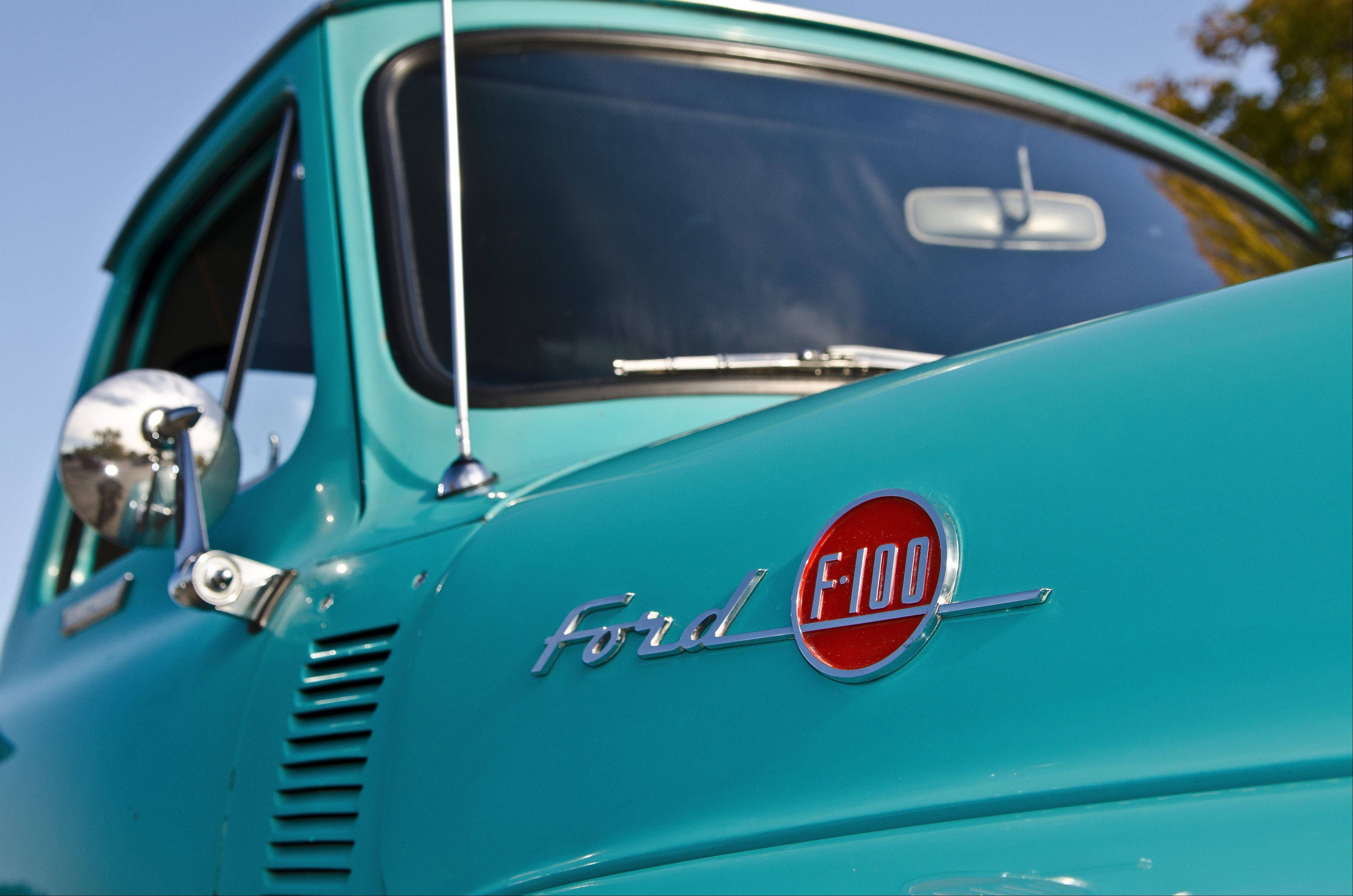 Ford made about 125,000 F100 pickup trucks in 1955.