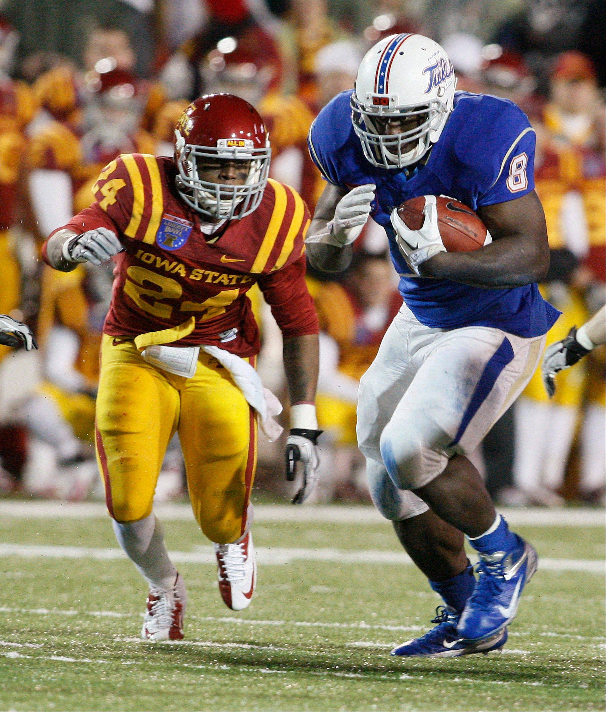 Tulsa's Alex Singleton runs past Iowa State defender Durrell Givens during the fourth quarter of the Liberty Bowl on Monday in Memphis, Tenn.