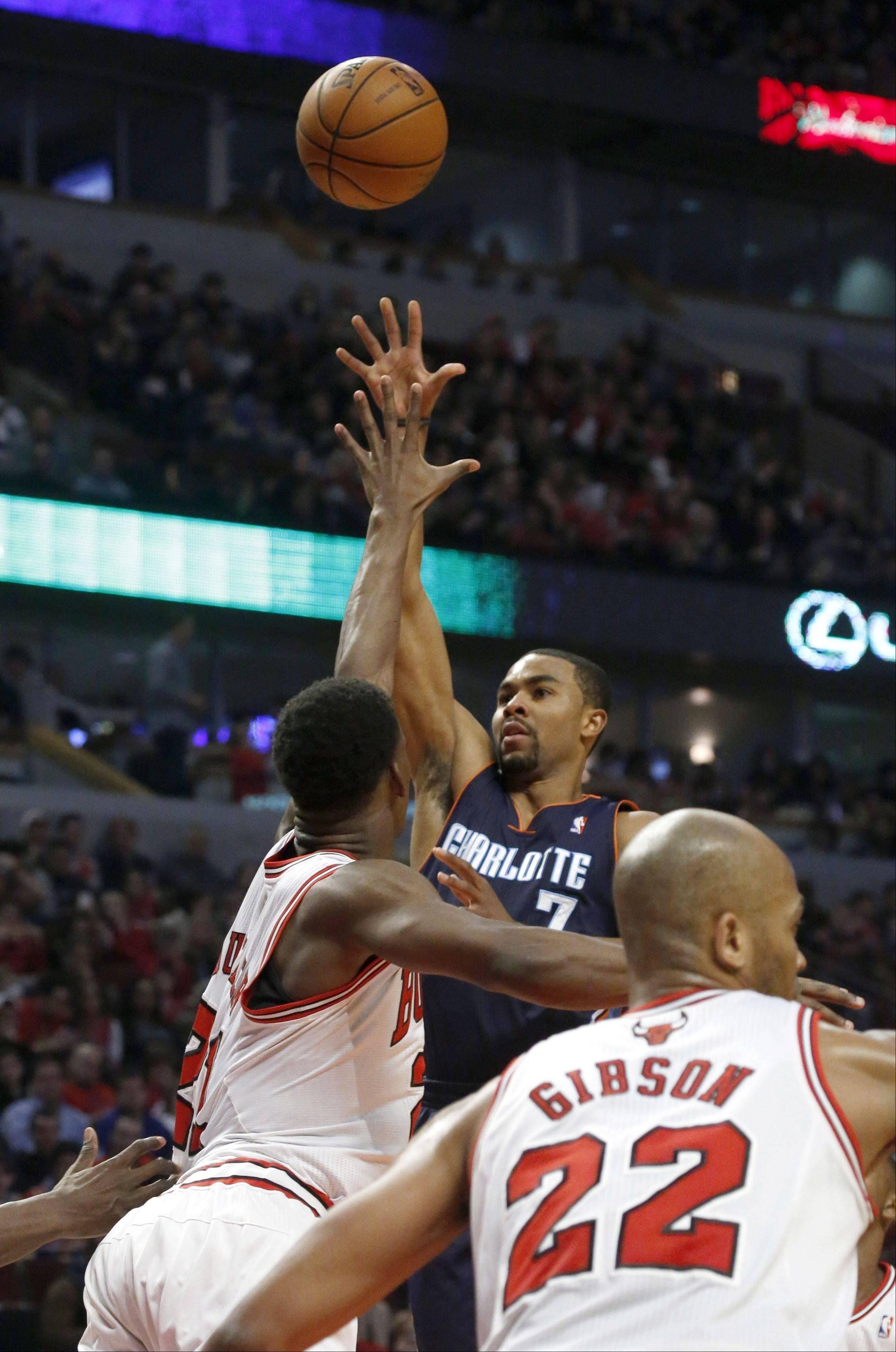 Ramon Sessions, center, shoots over Chicago Bulls' Jimmy Butler (21) and Taj Gibson during the first half of an NBA basketball game Monday, Dec. 31, 2012, in Chicago.