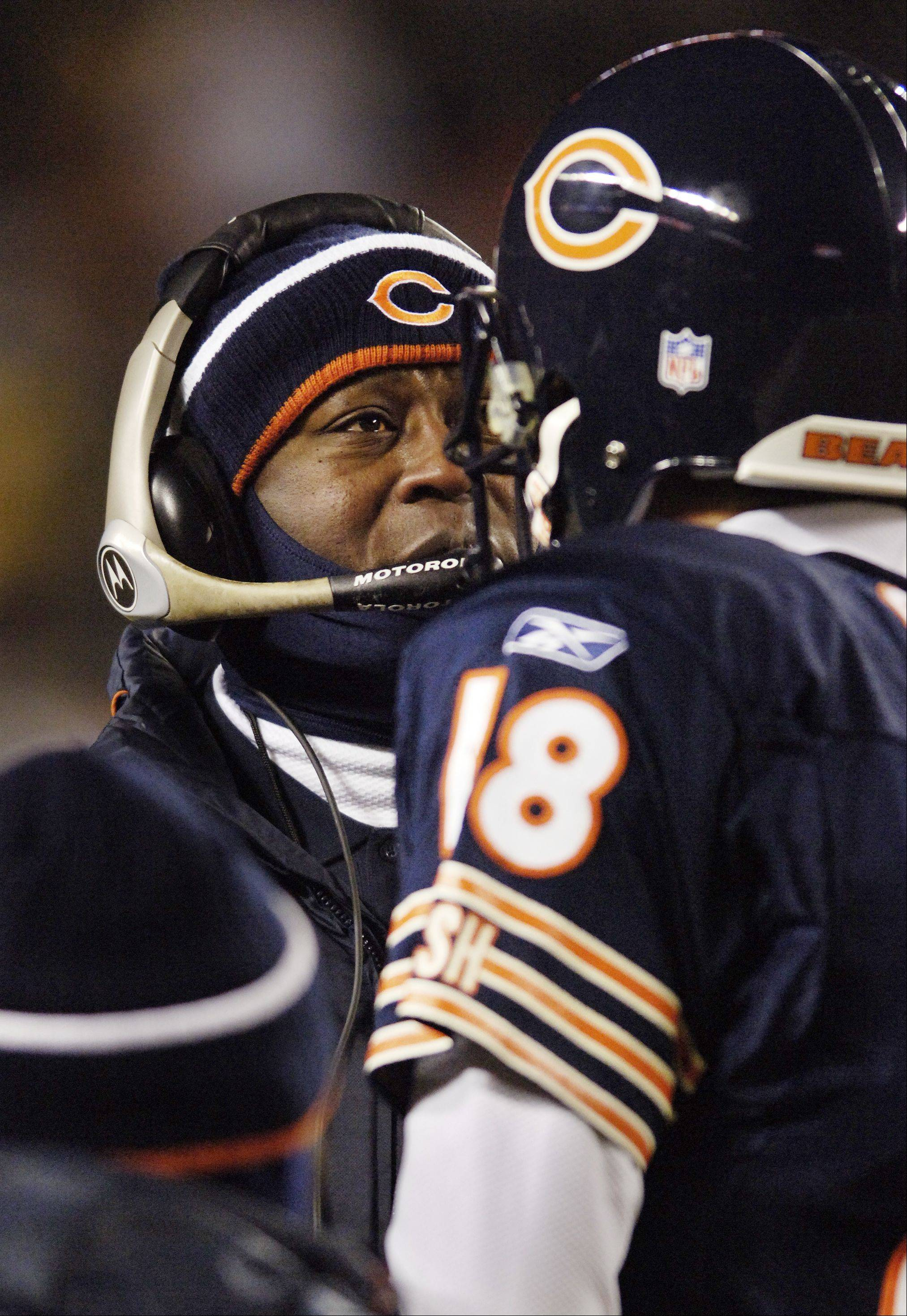 Bears coach Lovie Smith consults with quarterback Kyle Orton.