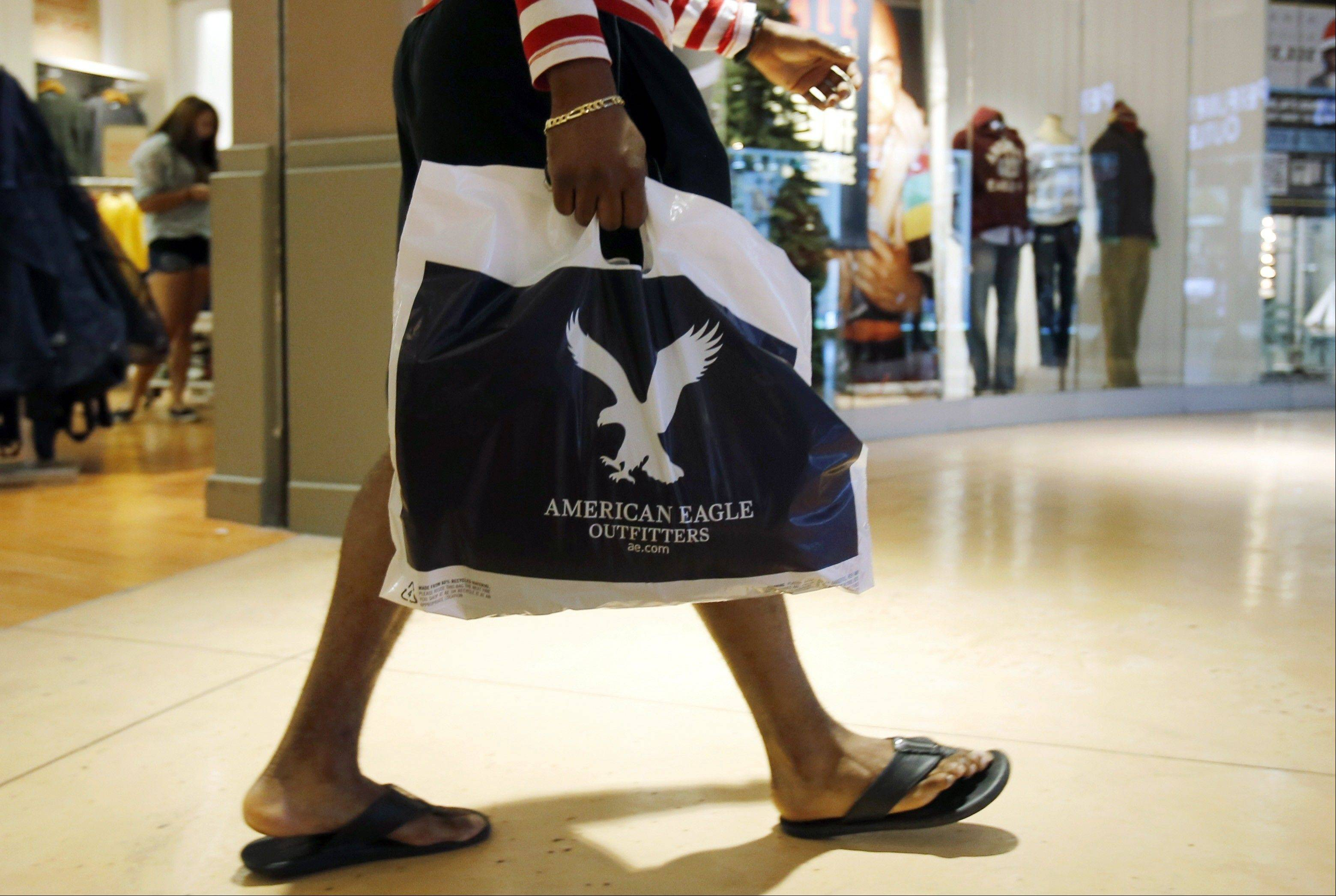 A last-minute surge in spending helped many major U.S. retailers report better-than-expected sales in December, a relief for stores that make up to 40 percent of annual revenue during the holiday period.