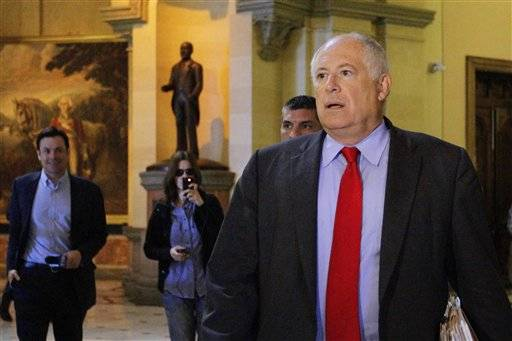 Gov. Pat Quinn is meeting with legislative leaders to try to get agreement on the outlines of a deal to begin solving the state's massive pension crisis.