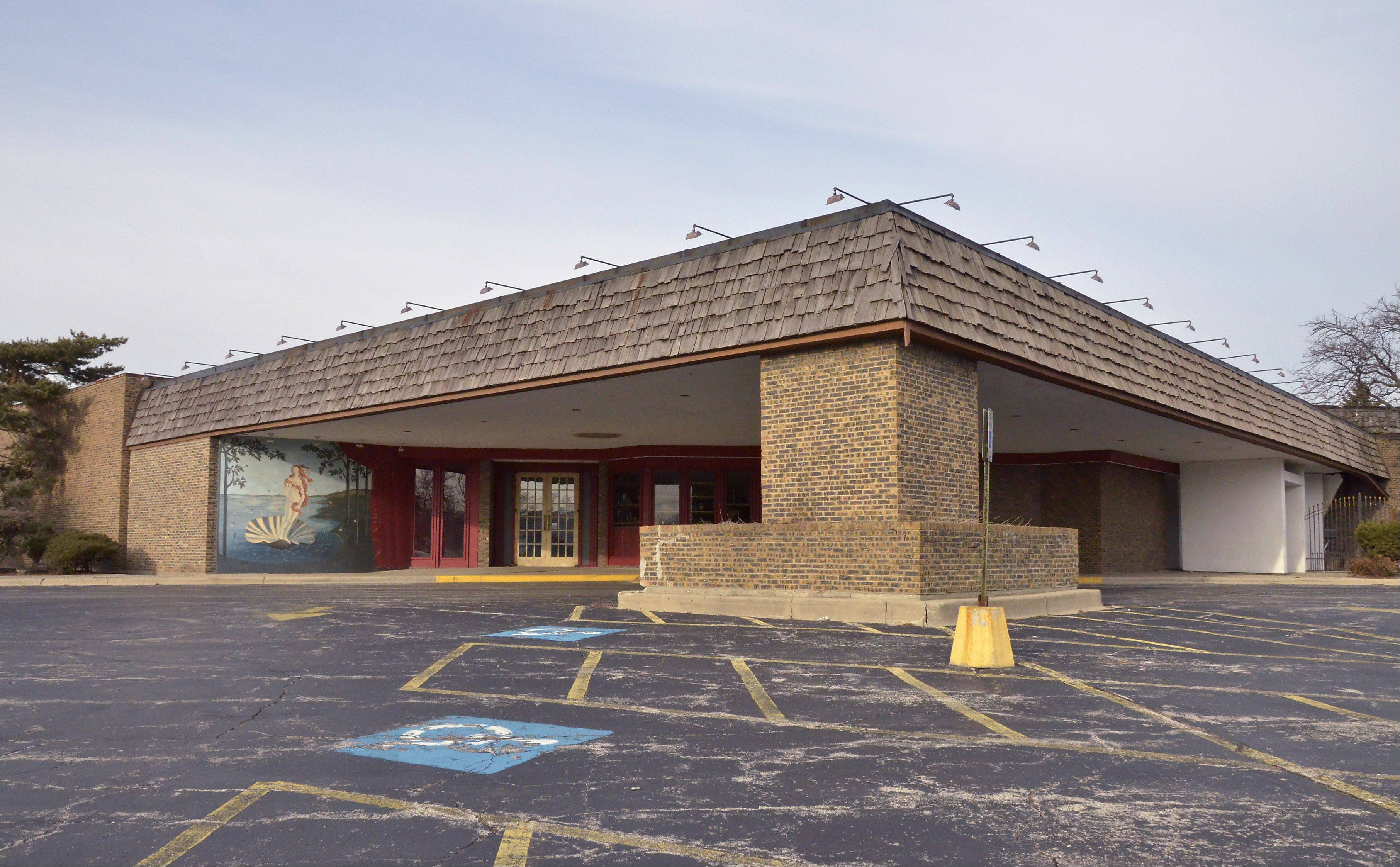 A Northfield pediatrician�s dream of building a community center in the former Grazie Ristorante & Banquet building in Des Plaines was rejected Monday.