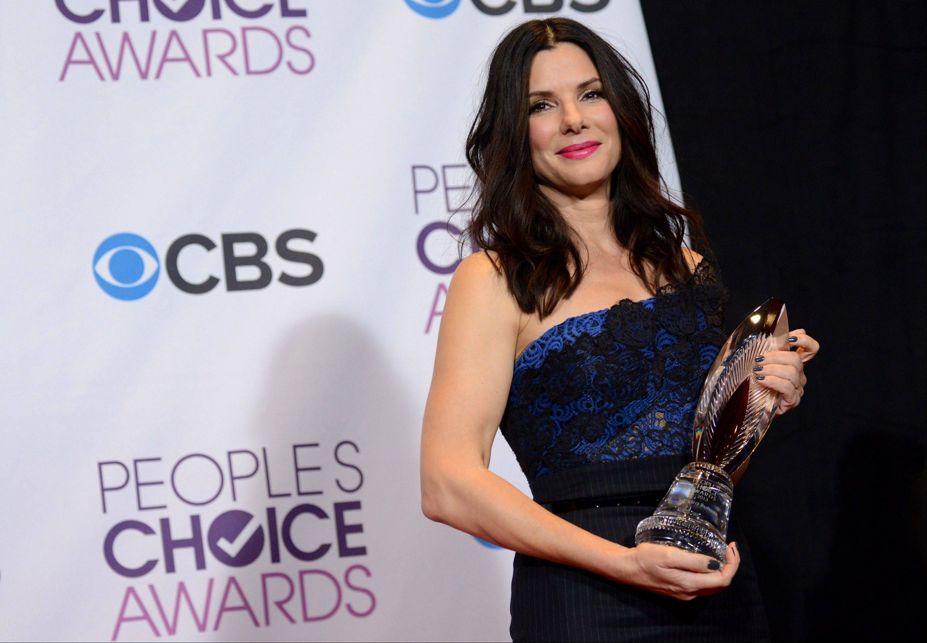 Sandra Bullock poses backstage with the award for favorite humanitarian at the Peopleís Choice Awards at the Nokia Theatre on Wednesday Jan. 9, 2013, in Los Angeles.