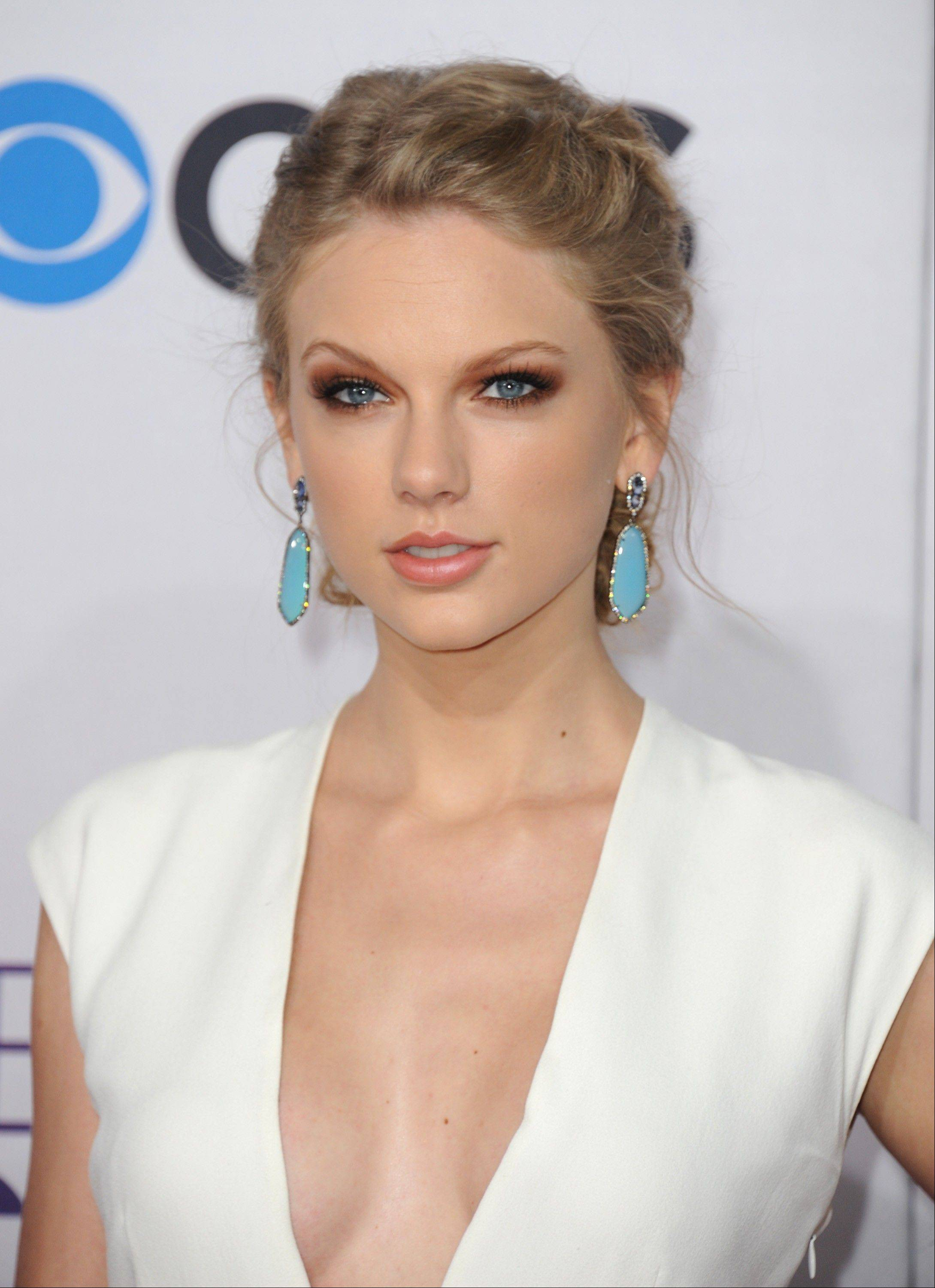 Taylor Swift arrives at the People's Choice Awards at the Nokia Theatre on Wednesday Jan. 9, 2013, in Los Angeles.