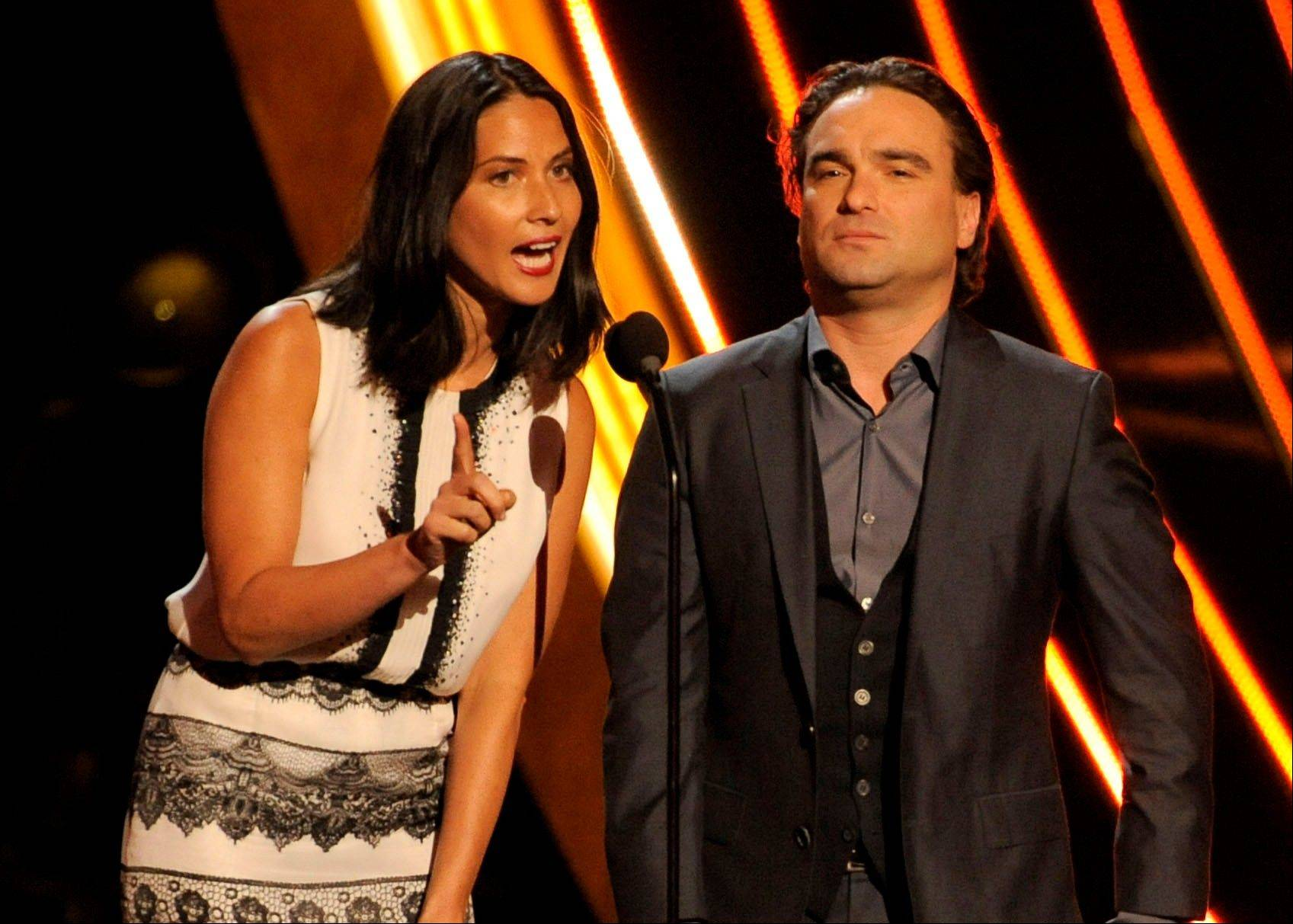 Olivia Munn, left, and Johnny Galecki present the award for the favorite country artist at the People's Choice Awards at the Nokia Theatre on Wednesday Jan. 9, 2013, in Los Angeles.