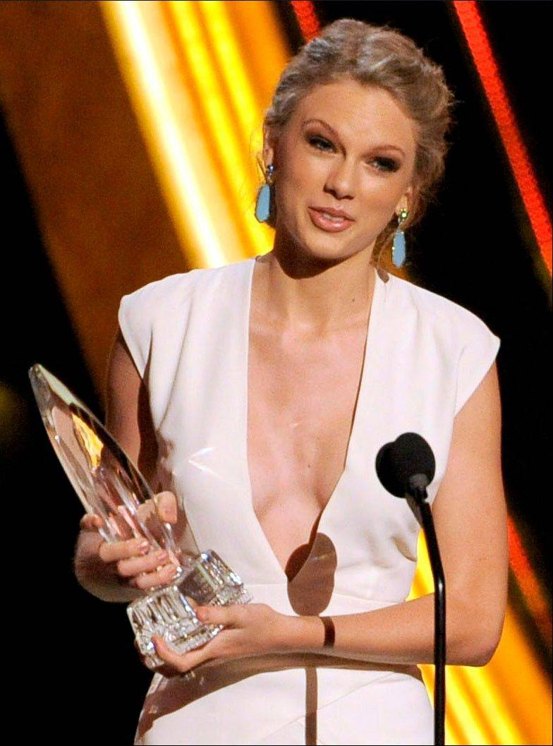 Taylor Swift accepts the award for favorite country artist at the People's Choice Awards at the Nokia Theatre on Wednesday Jan. 9, 2013, in Los Angeles.