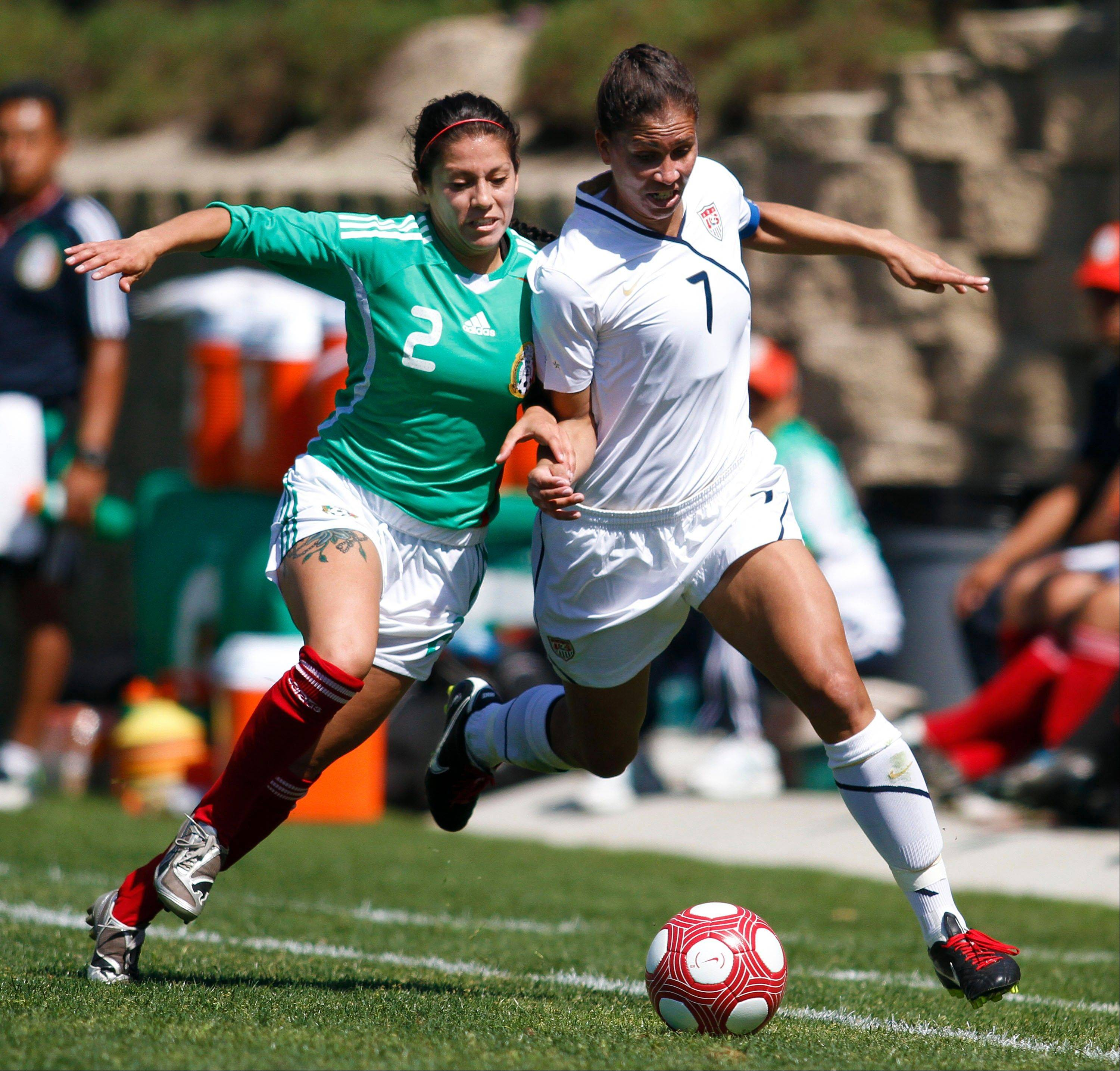 Midfielder Shannon Boxx, right, a former Notre Dame standout, will play for the Chicago Red Stars in the inaugural season of the National Women�s Soccer League.