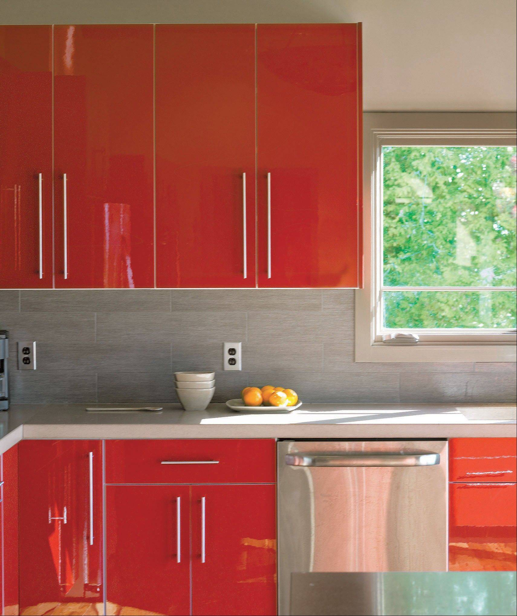 Shiny kitchen cabinets with a colorful high-gloss finish are back in style.