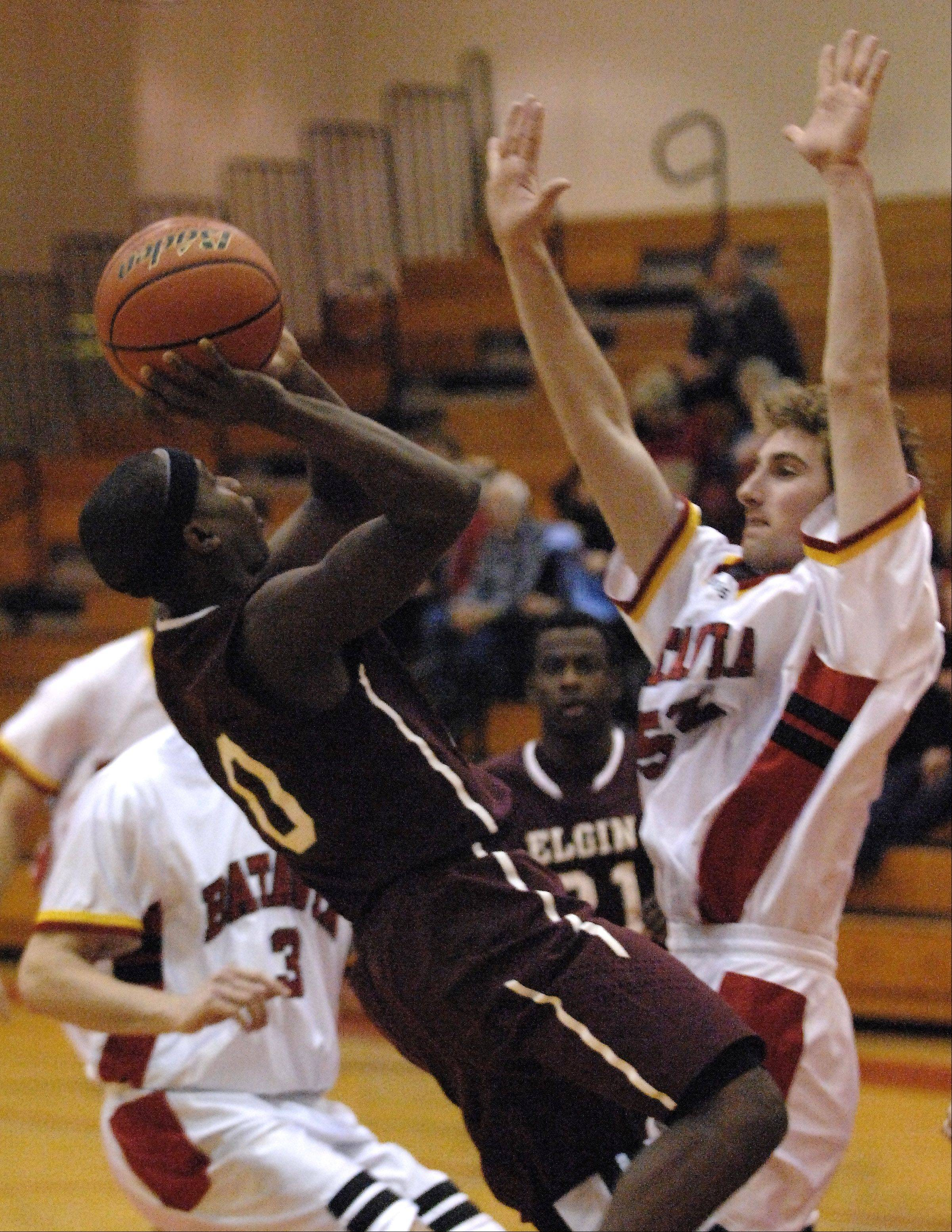 Elgin�s Arie Williams scores on a fade-away jumper over Batavia�s Like Horton.