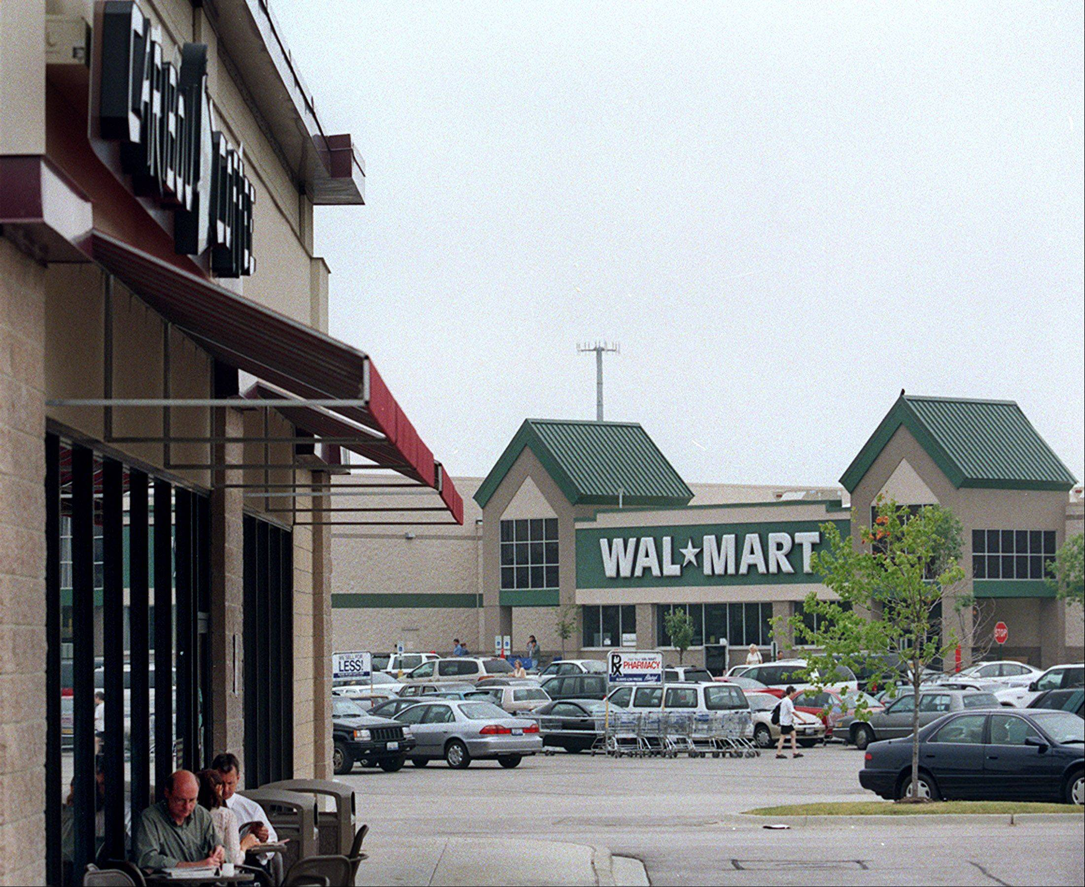 Wal-Mart Stores Inc., the world's largest retailer and the nation's largest private employer, is making a pledge to hire every veteran who wants a job.