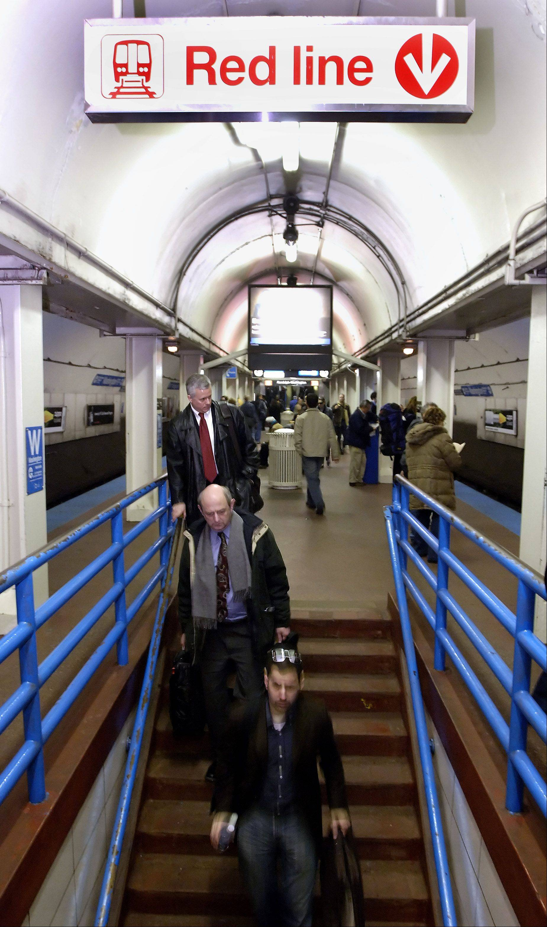 The CTA plans big-time improvements for stations and tracks by issuing bonds.