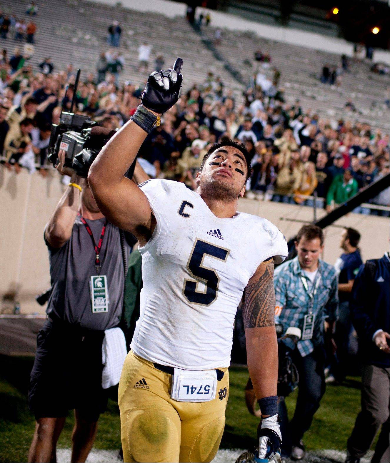 Associated Press/Sept. 15, 2012 Notre Dame linebacker Manti Te�o points to the sky as he leaves the field after a 20-3 win against Michigan State in East Lansing.