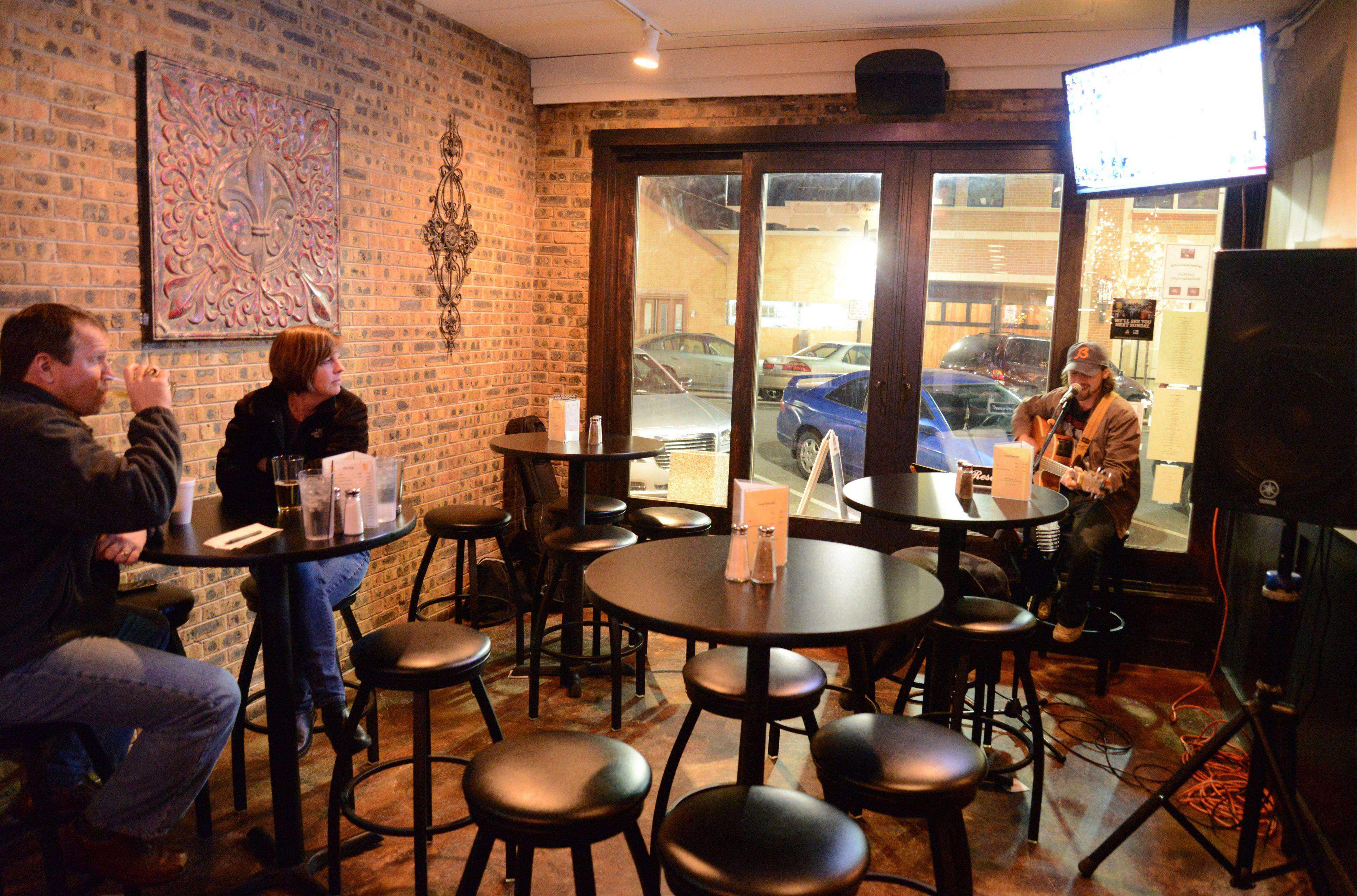 Jackson Ave. Pub in Naperville offers live music.