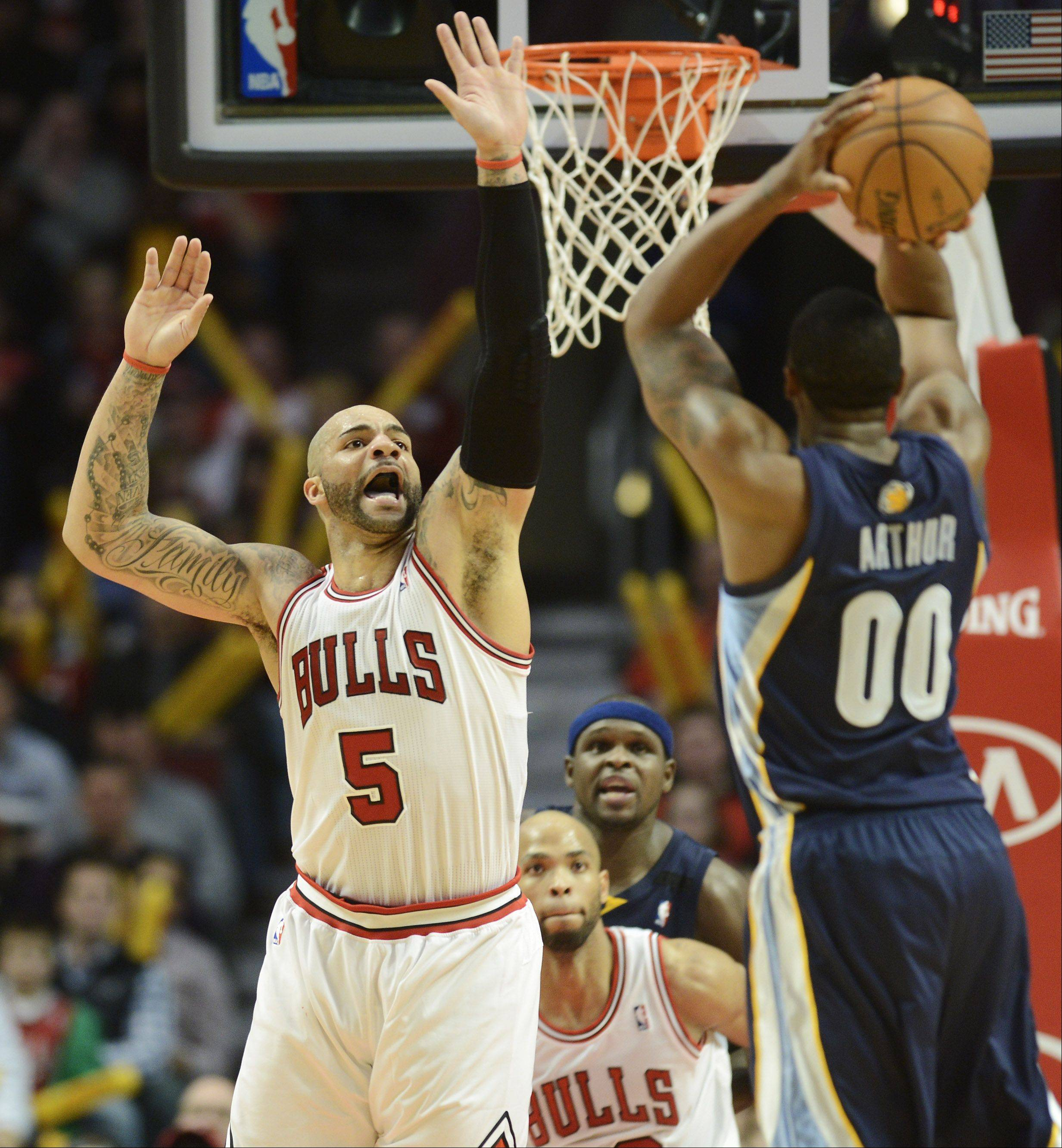Carlos Boozer of the Bulls gets a hand up on defense against Darrell Arthur of the Memphis Grizzlies.