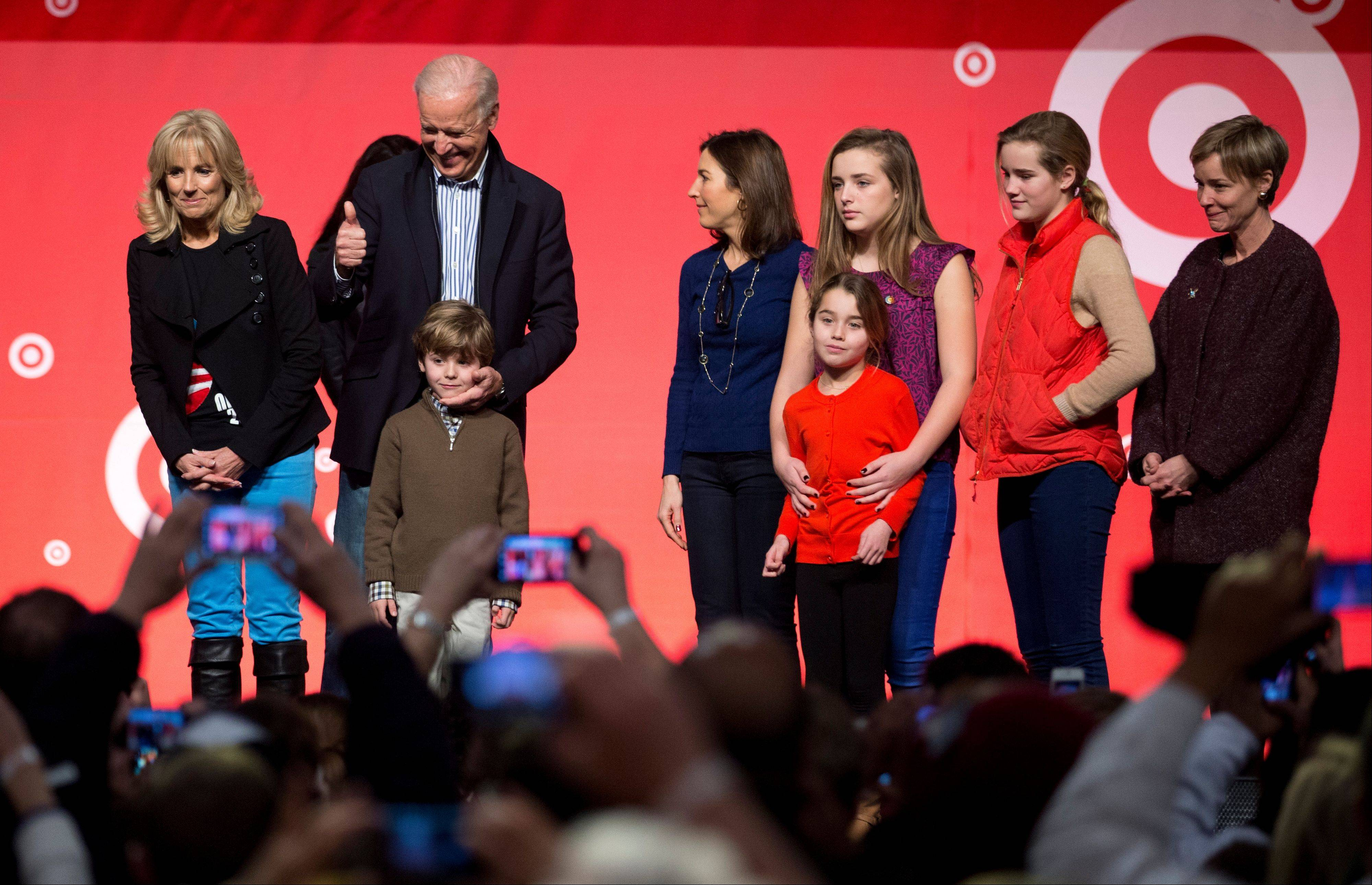 Vice President Joe Biden, second from left, accompanied by his wife Jill Biden, left, and members of the Biden family, flashes a thumbs up as they joined National Day of Service volunteers as part of the 57th Presidential Inauguration in Washington, Saturday, Jan. 19, 2013.