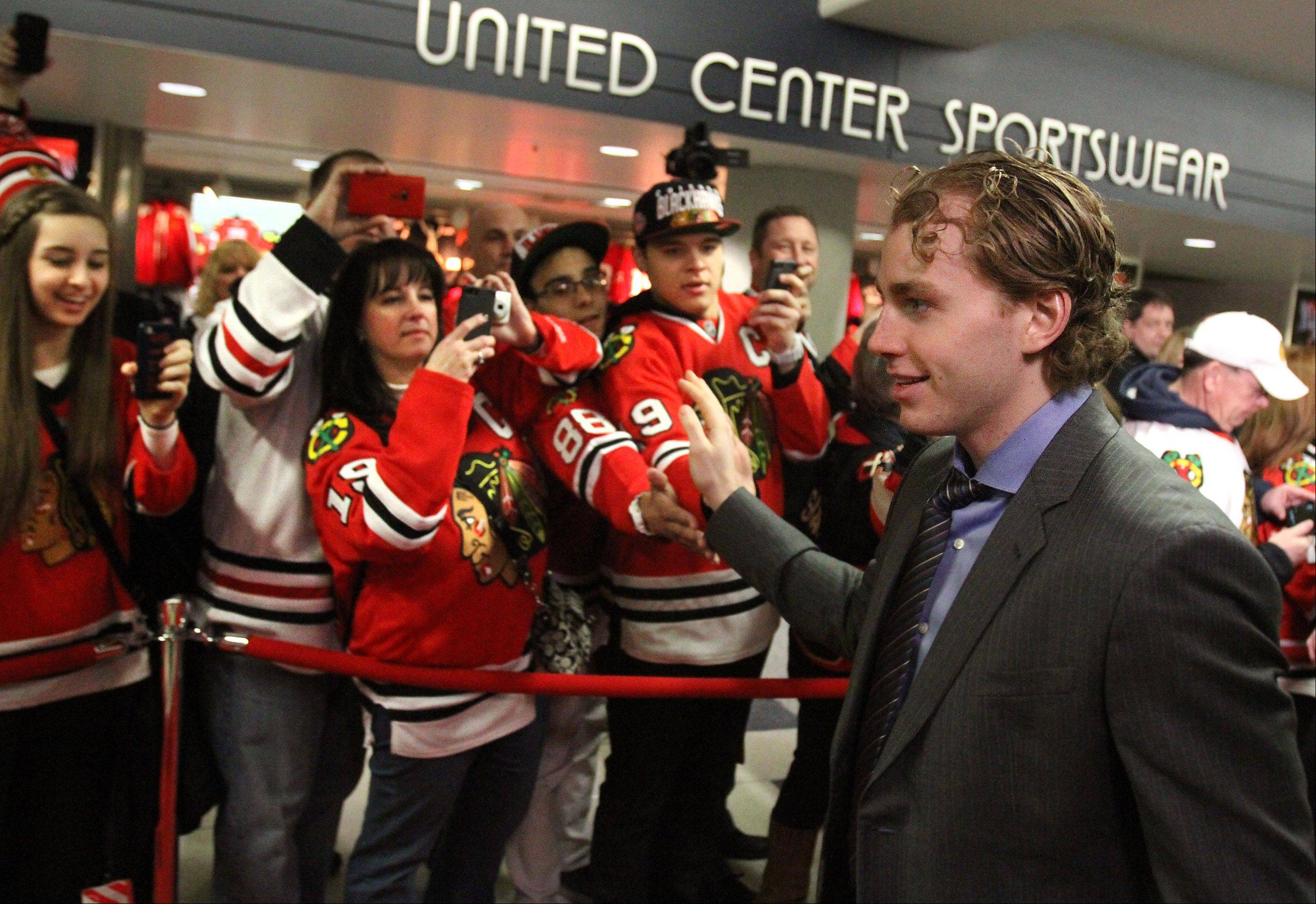 Chicago Blackhawks right wing Patrick Kane high-fives fans at the team�s red carpet event before the home opener.