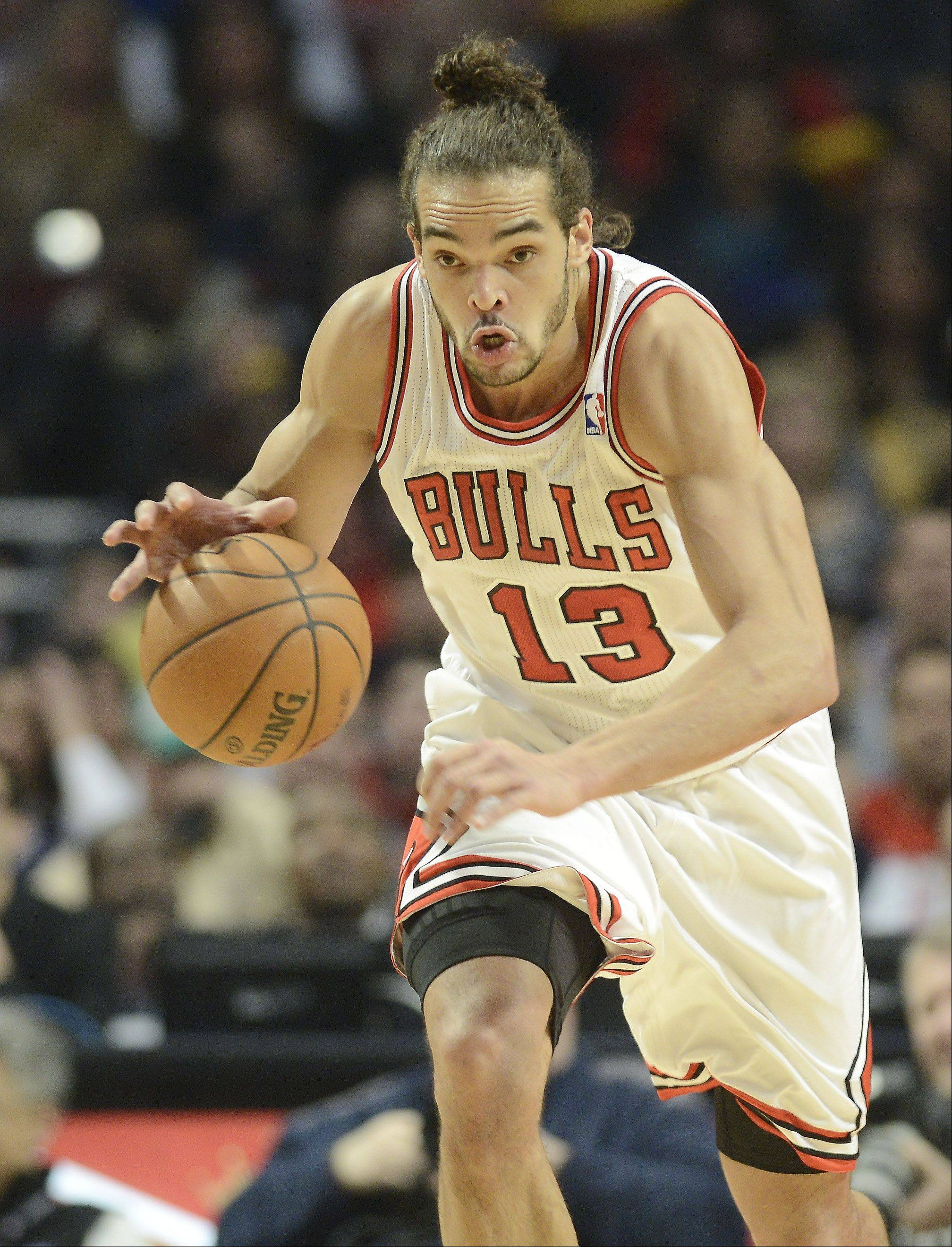 JOE LEWNARD/jlewnard@dailyherald.com Joakim Noah of the Bulls starts a fast break during Saturday's game against Memphis.