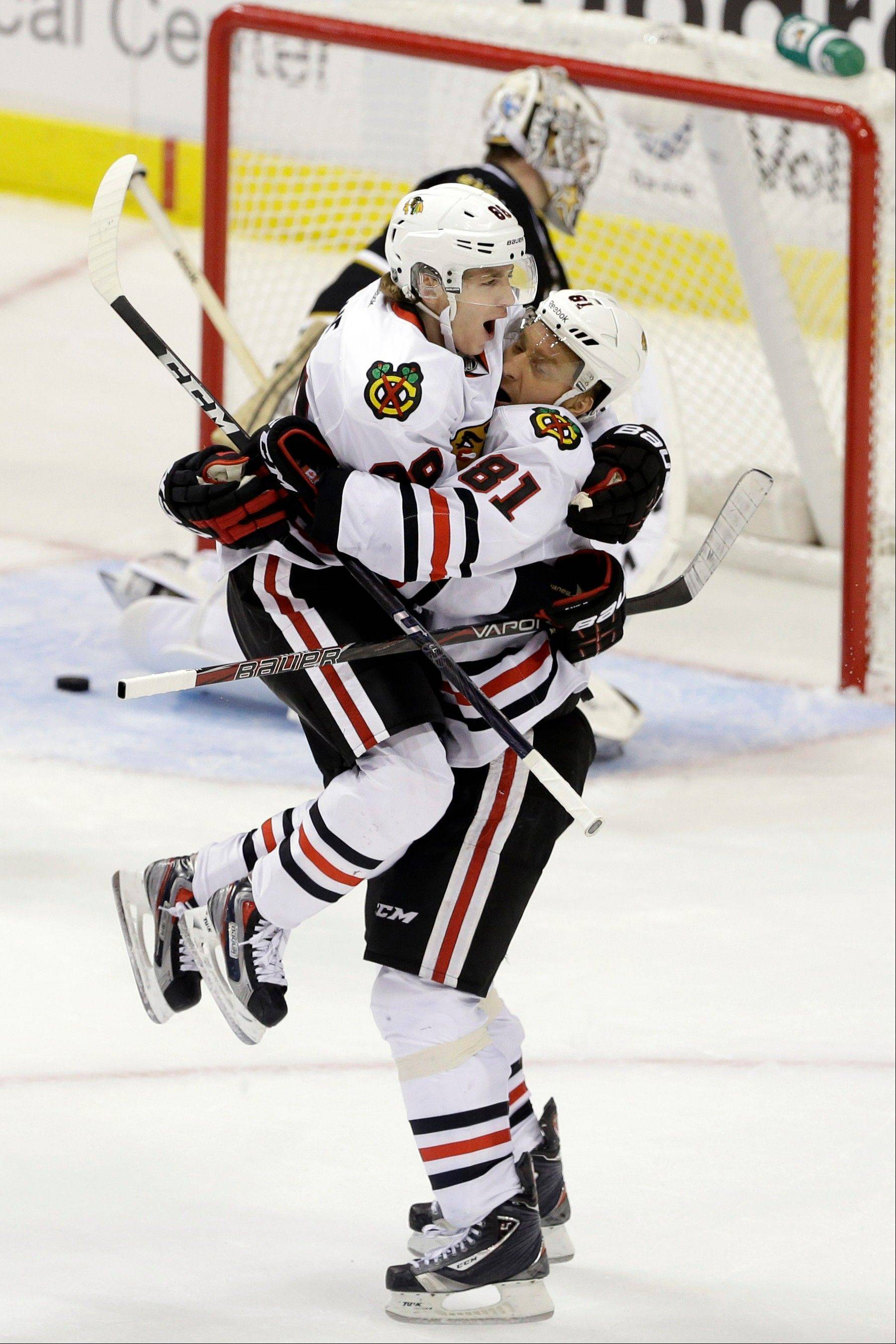 Chicago Blackhawks' Patrick Kane is lifted by Marian Hossa (81) as they celebrate Hossa's overtime goal against Dallas Stars goalie Kari Lehtonen on Thursday night. The Blackhawks won 3-2. (AP Photo/Tony Gutierrez)