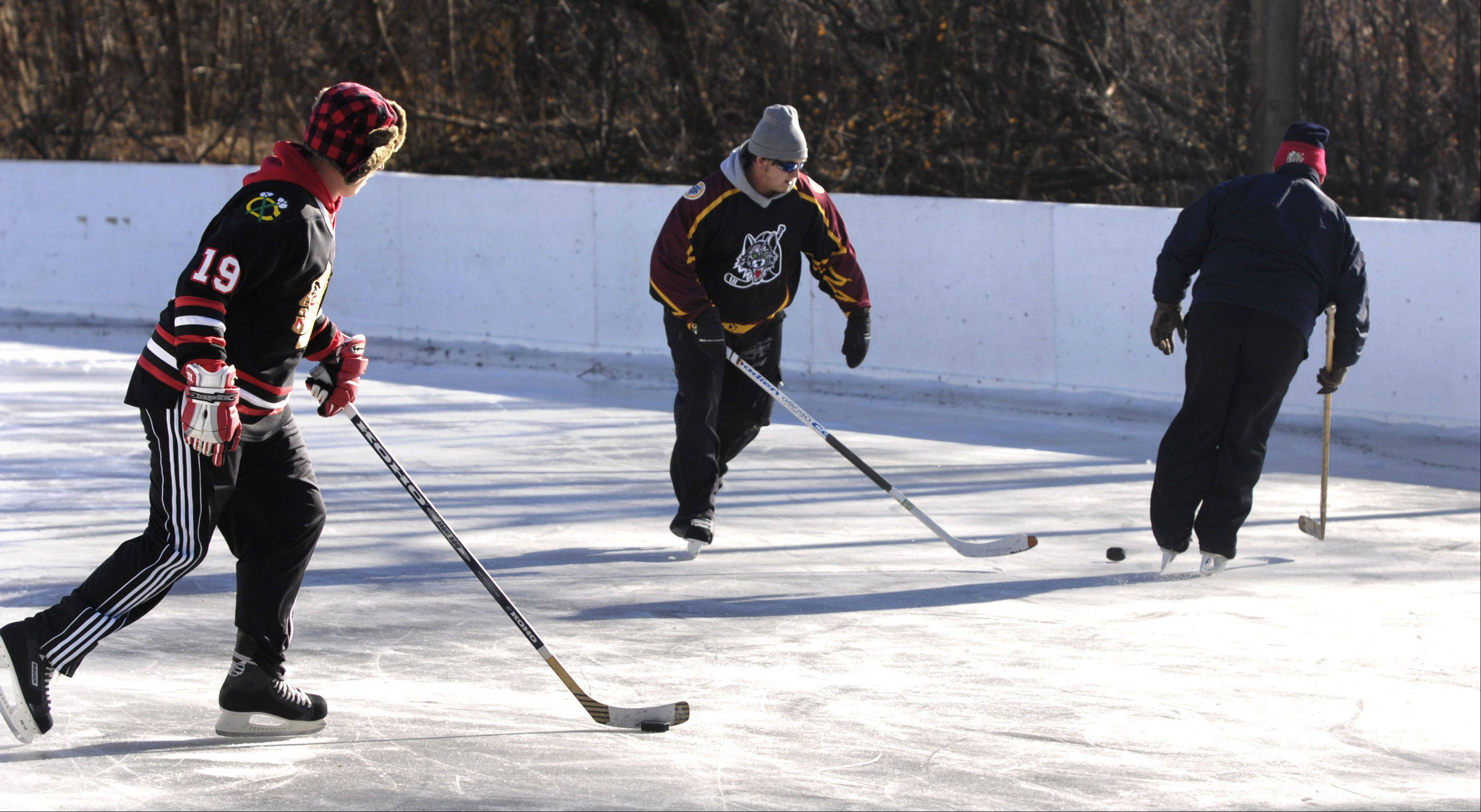 People play hockey at Frontier Park in Arlington Heights. The April election of people to oversee parks like this one is uncontested in Arlington Heights now that an 18-year-old Buffalo Grove student's nominating petitions have been ruled to lack sufficient signatures.