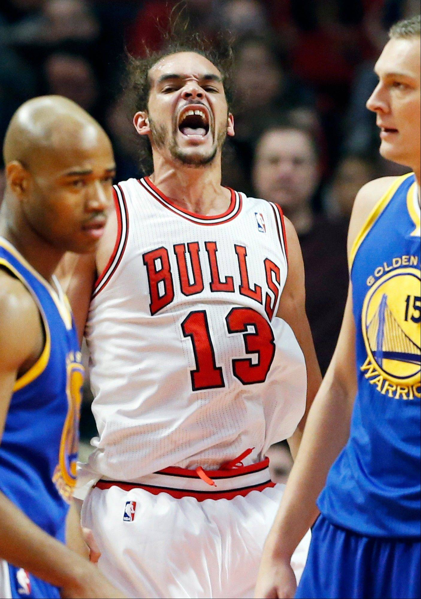 Joakim Noah reacts after being fould during the first half of the Bulls' victory over Golden State on Friday.