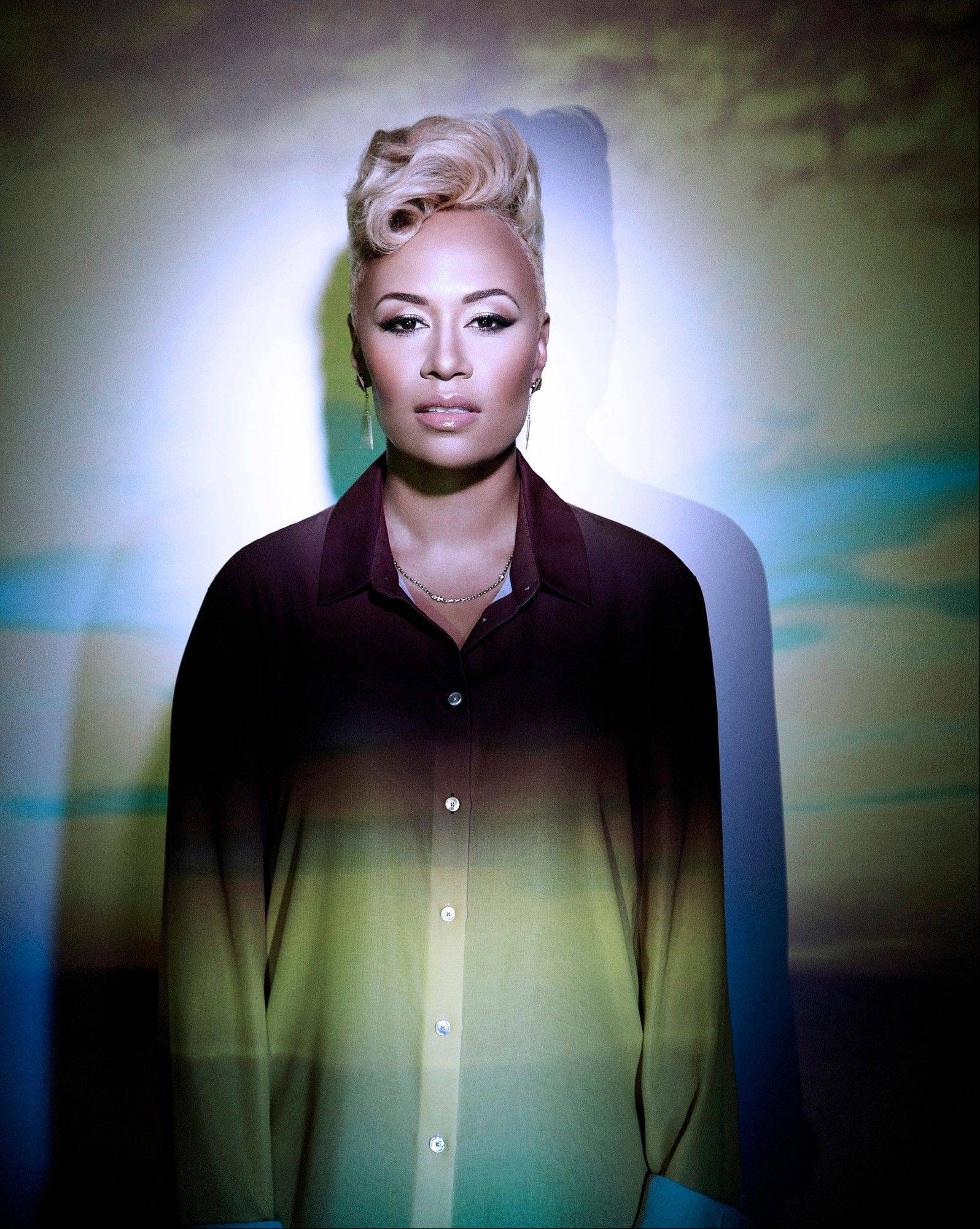 For years, singer-songwriter Emeli Sand� pursued music on the side while she studied neuroscience at the University of Glasgow. She's now on her first U.S. tour.