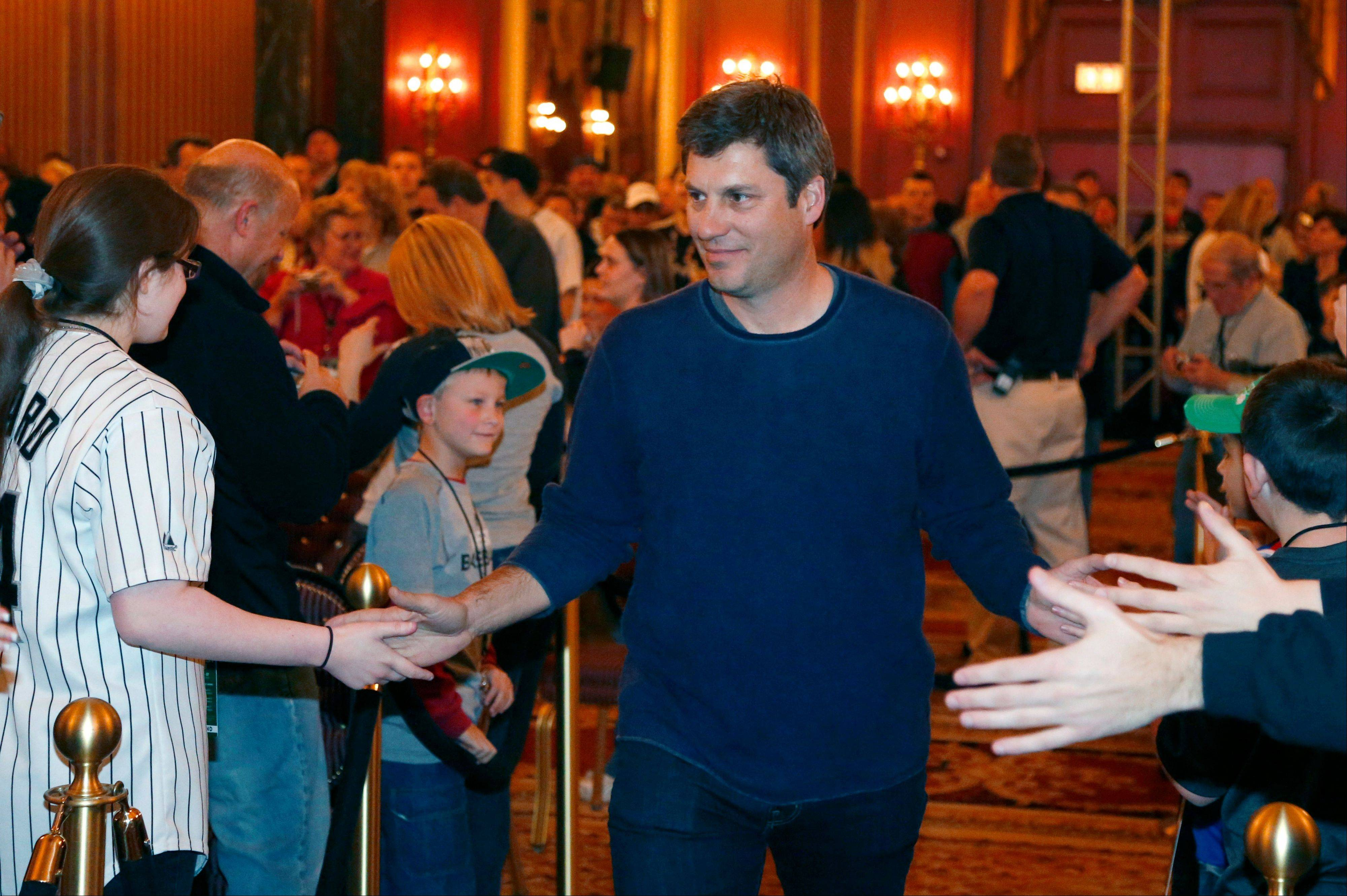 White Sox manager Robin Ventura slaps hands with fans as he is introduced during SoxFest on Friday.