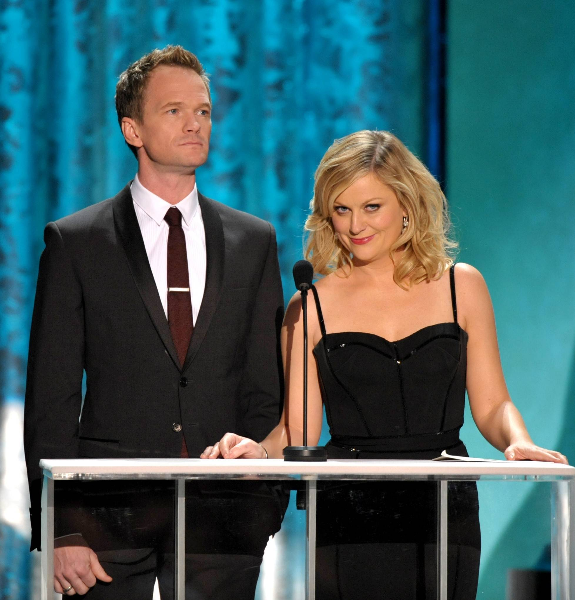 """How I Met Your Mother"" star Neil Patrick Harris and ""Parks and Rec"" star Any Poehler do their presenting shtick at the SAG Awards."