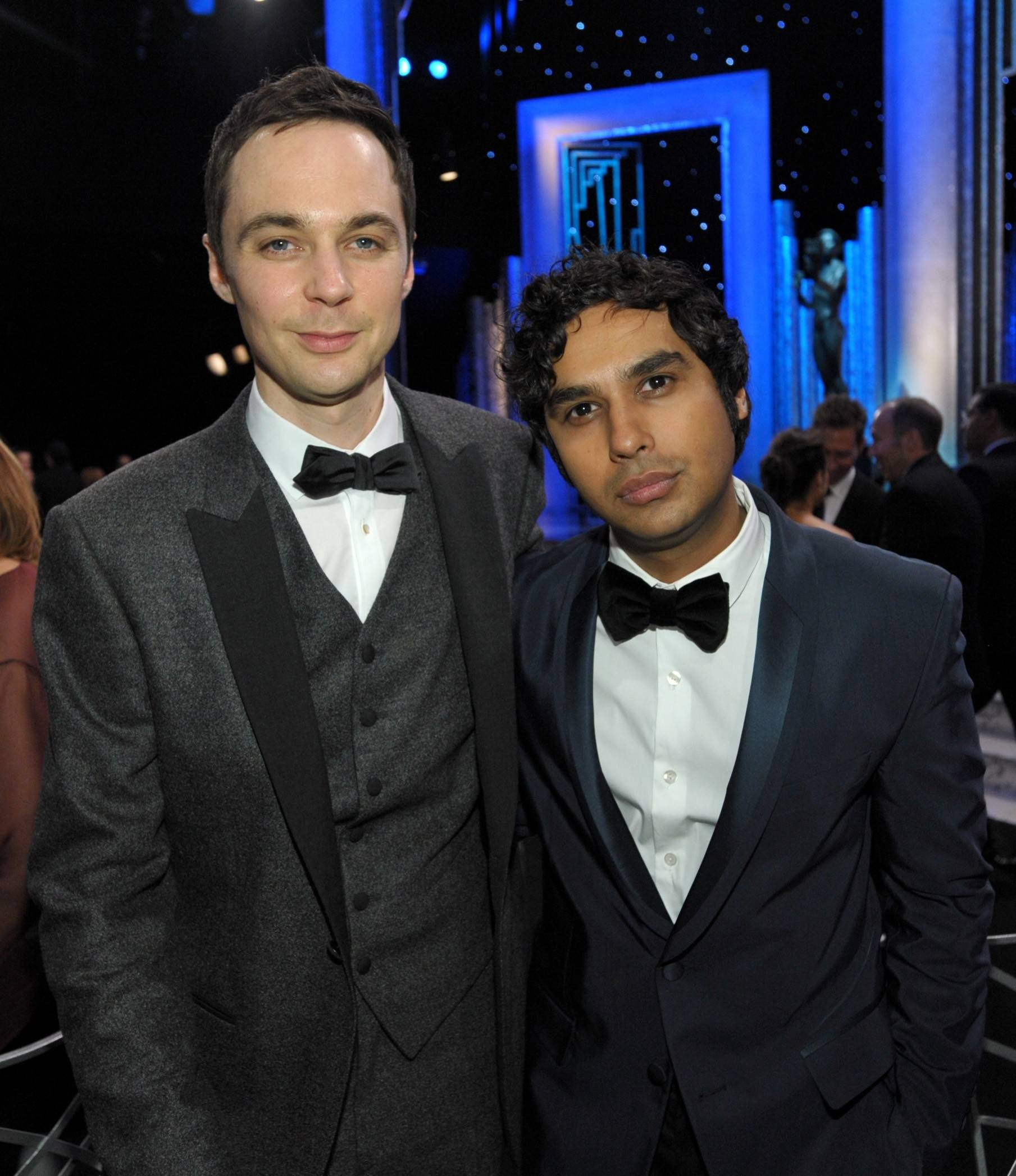 """The BIg Bang Theory"" stars Jim Parsons and Kunal Nayyar hang out during a commercial break at the SAG Awards."