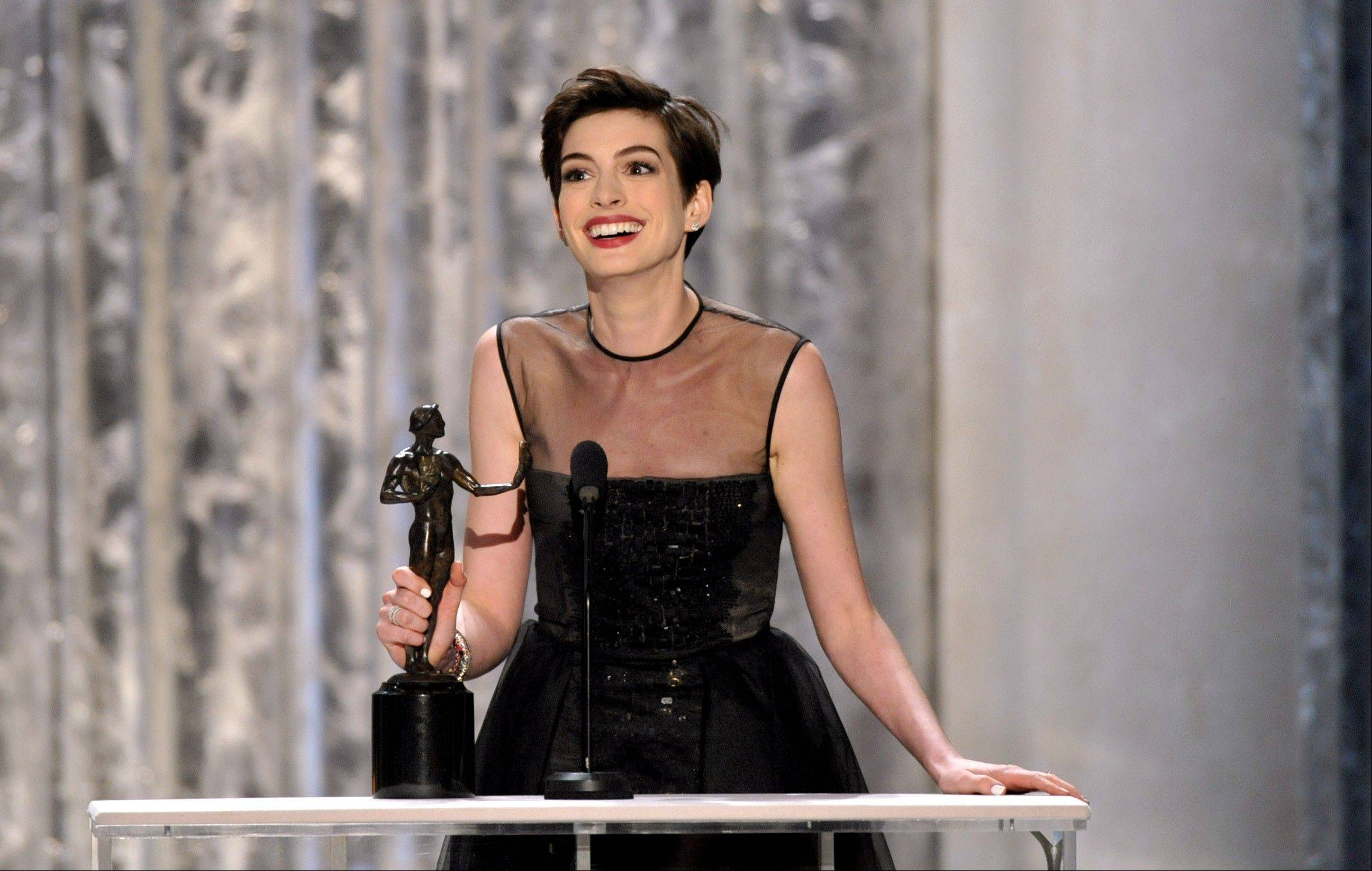 "Anne Hathaway accepts the SAG for her role in ""Les Miserables."""