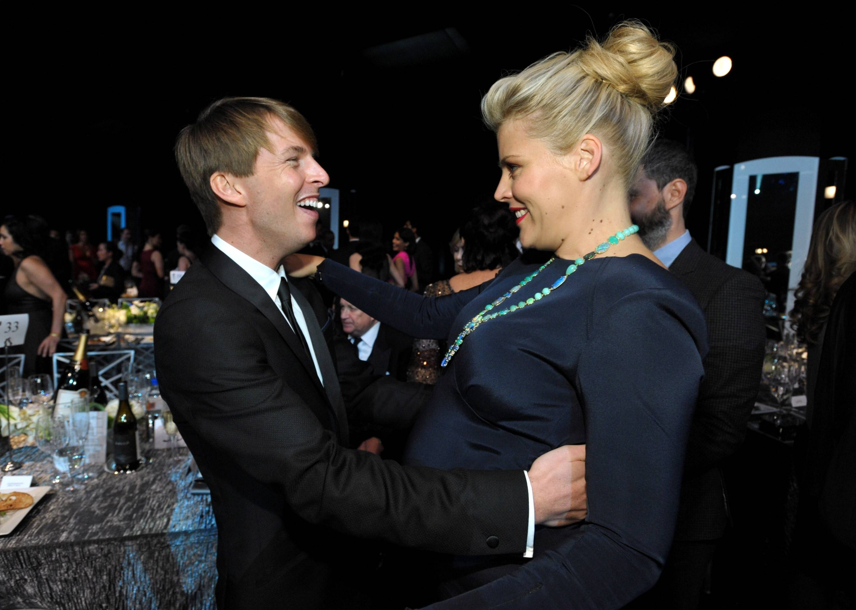 """30 Rock"" star Jack McBrayer and ""Cougar Town"" star Busy Phillips have a little fun at the SAG Awards."