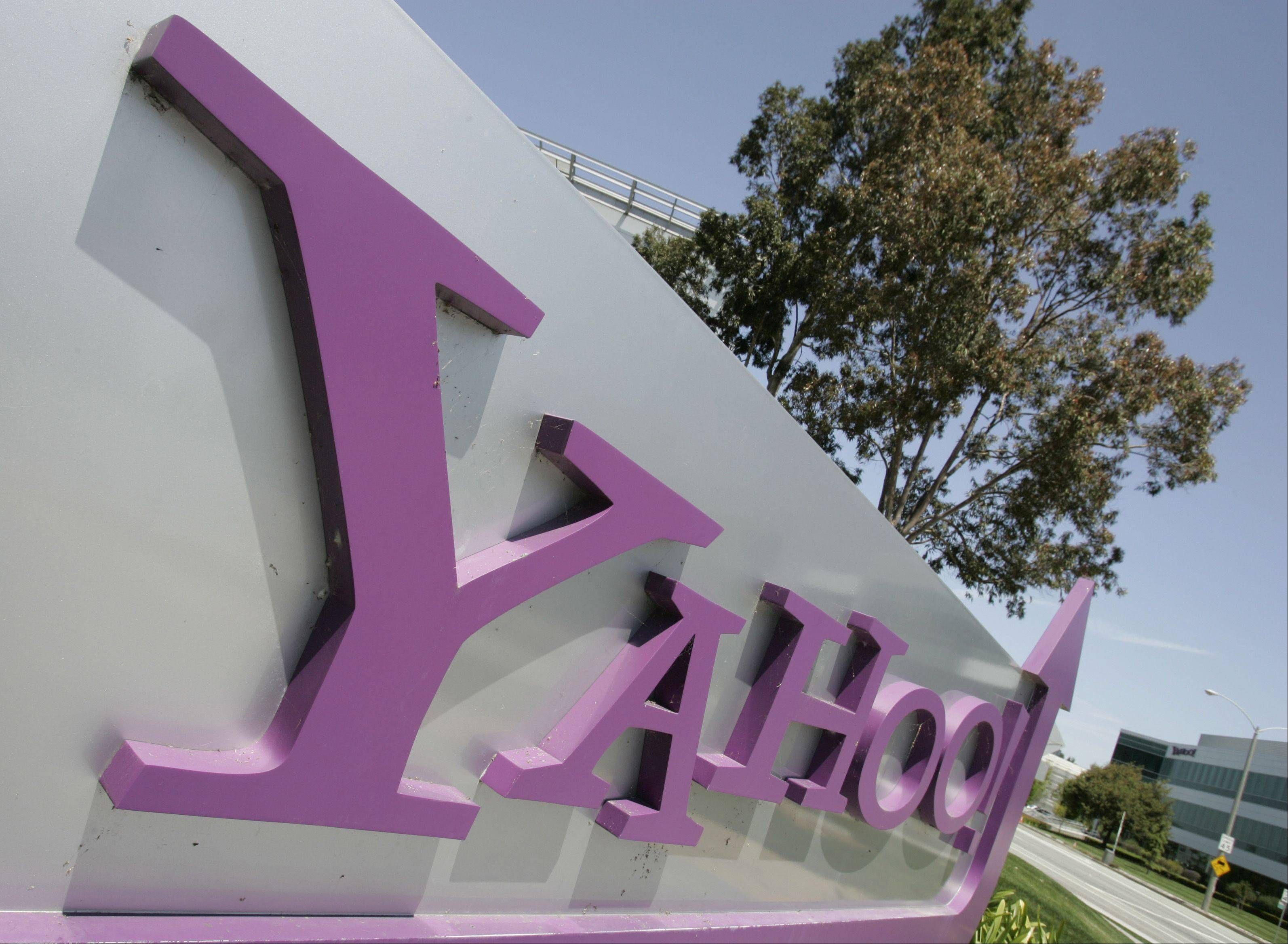 Yahoo! Inc. reported fourth-quarter revenue that topped analysts' estimates and increased annual sales for the first time since 2008 as the largest U.S. Web portal benefited from buoyant demand for online search.