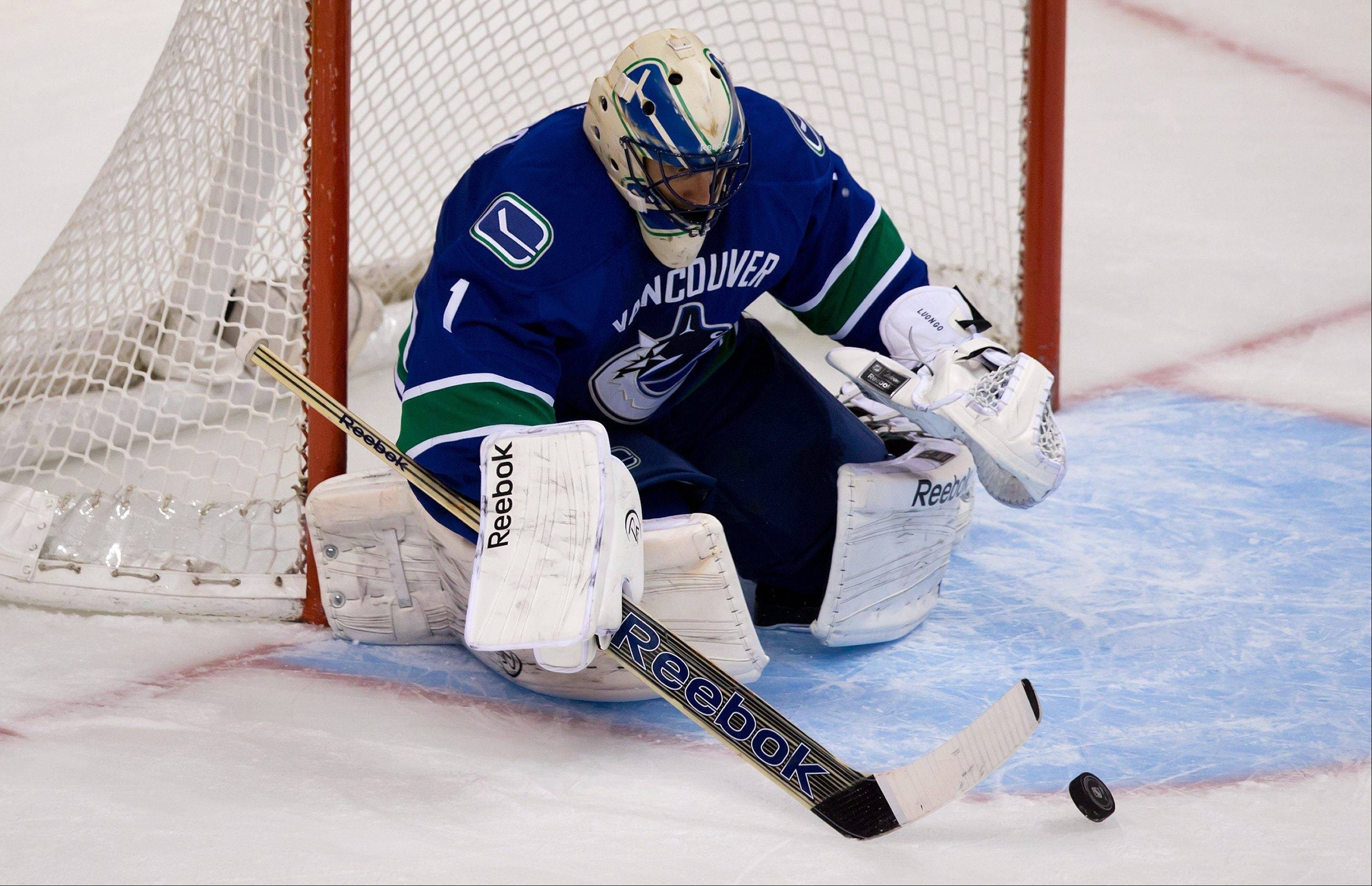 After shutting out the Colorado Avalanche on Wednesday, Vancouver Canucks goalie Roberto Luongo will be in the net Friday again to face the Blackhawks.
