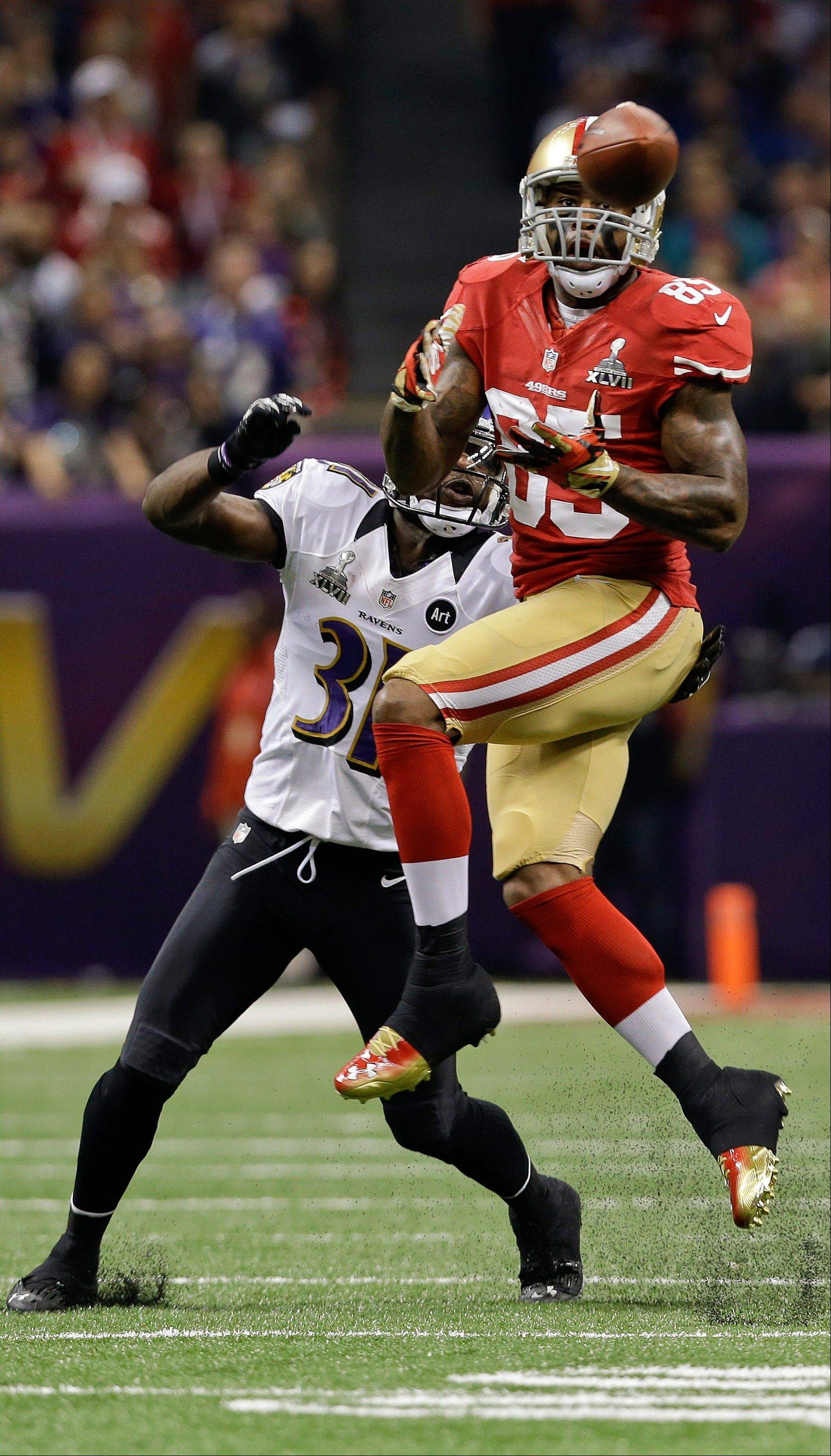San Francisco 49ers tight end Vernon Davis (85) catches a pass against Baltimore Ravens safety Bernard Pollard (31) in the first quarter.