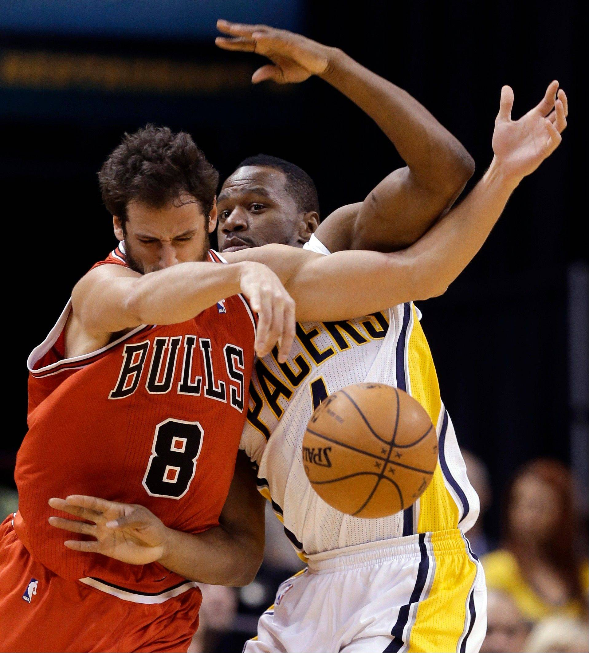 Bulls guard Marco Belinelli, left, and Pacers forward Sam Young get tangled up in the second half of Monday�s game in Indianapolis.