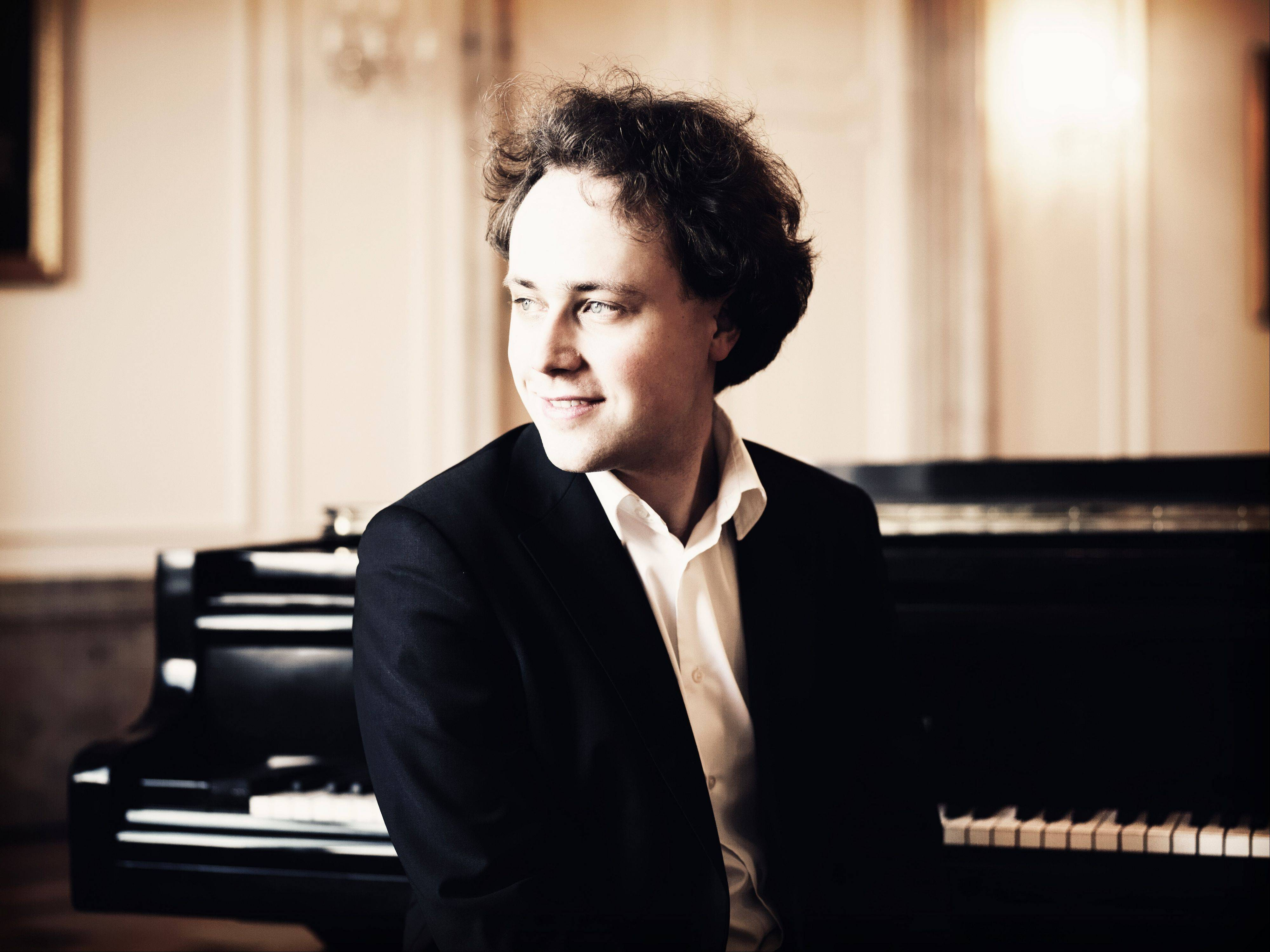 Pianist Alexander Schimpf performs with the Elgin Symphony Orchestra.