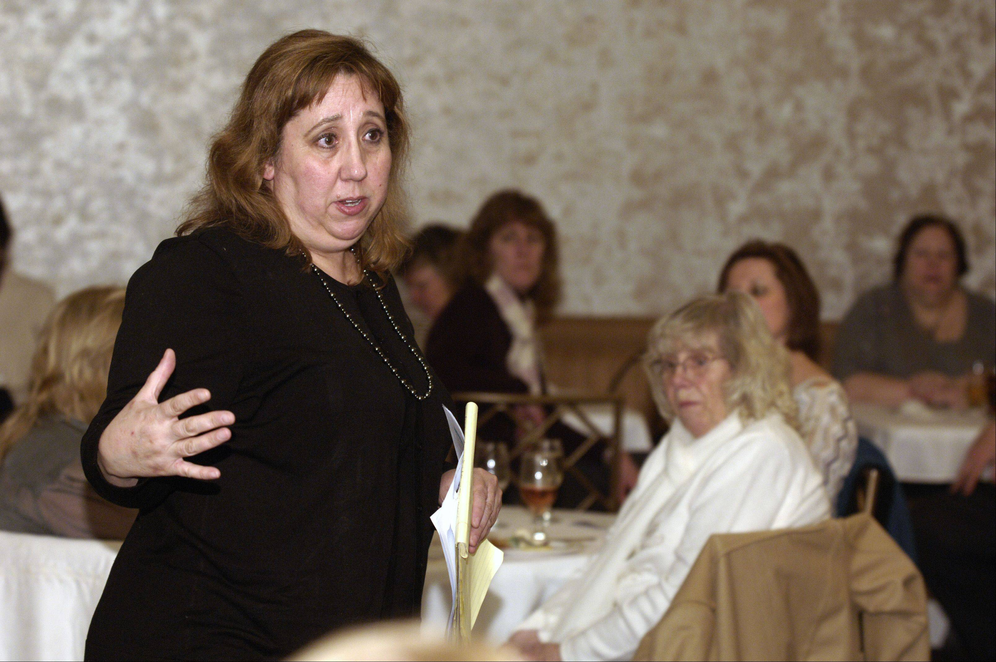 "Daily Herald theater critic Barbara Vitello speaks during a Subscribers Total Access event before a performance of ""Sunset Boulevard"" Thursday at Drury Lane in Oakbrook Terrace."