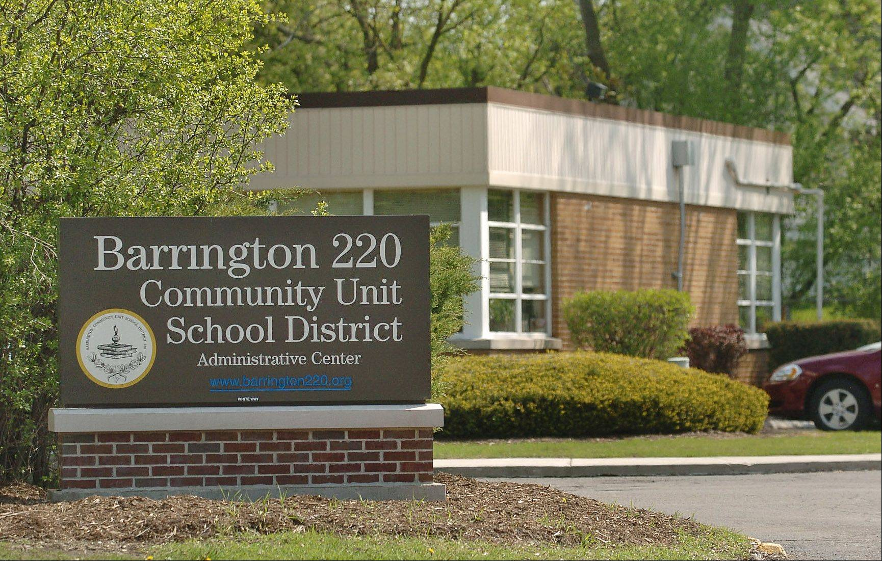 Barrington Unit District 220 school board members and teachers reached a tentative agreement on a three-year teachers� contract early Wednesday morning. Teachers could ratify the deal next week, and the school board could vote to approve Feb. 19.