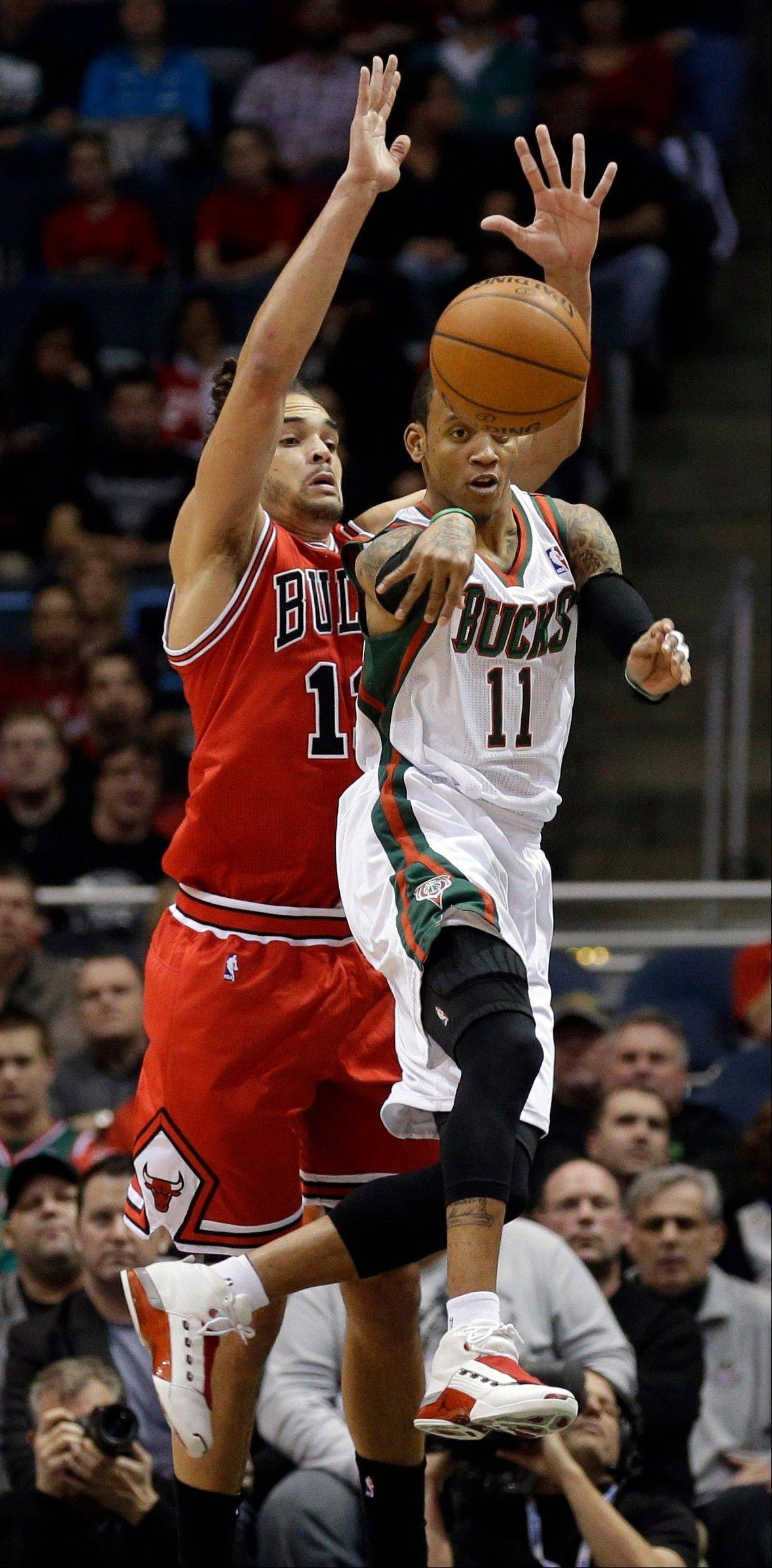 Bulls center Joakim Noah has missed the past three games trying to get plantar fasciitis in his foot under control.