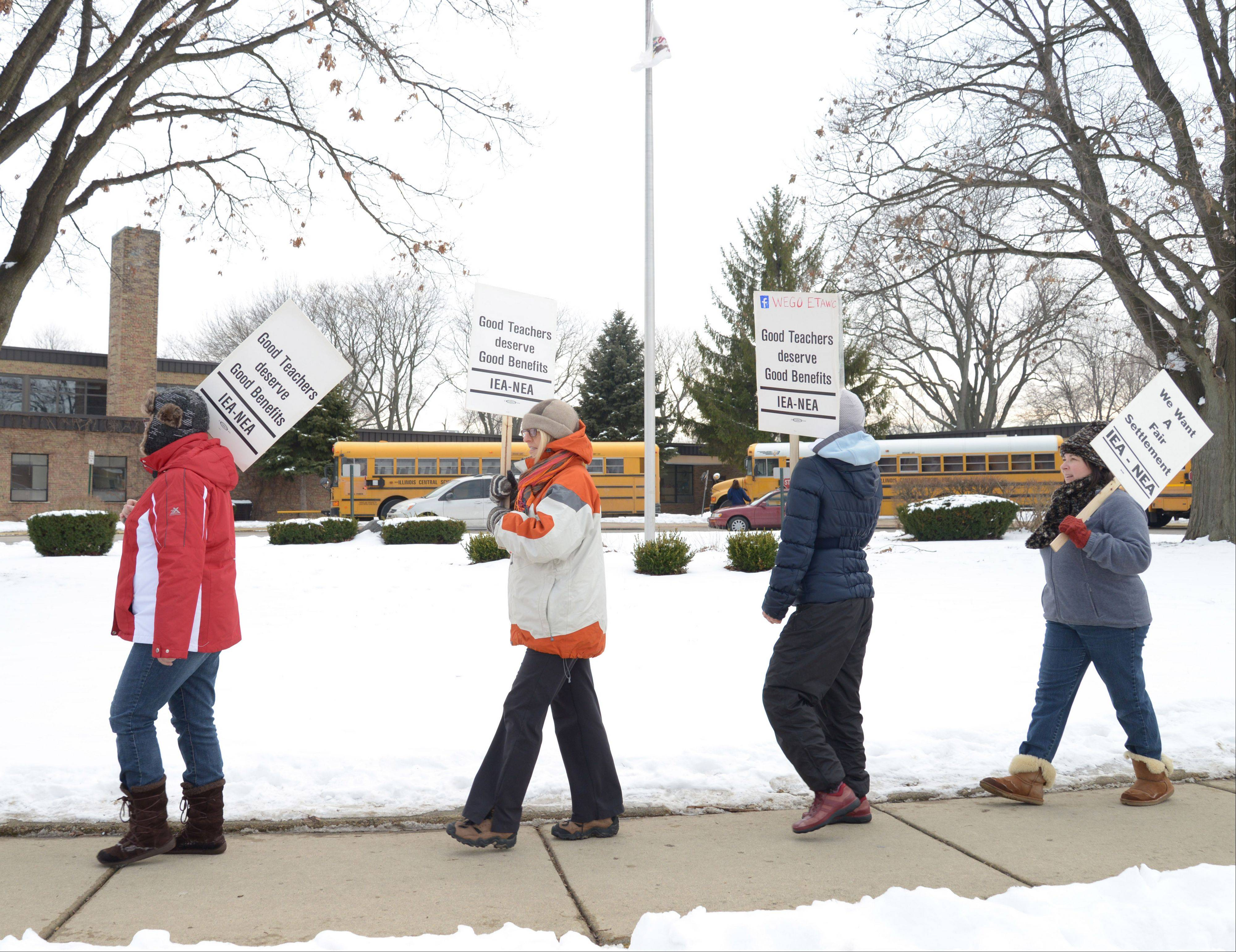 Teachers, protesting here at Gary Elementary school in West Chicago, returned to the classroom Thursday after a three-day strike. A tentative contract agreement was reached shortly after midnight.
