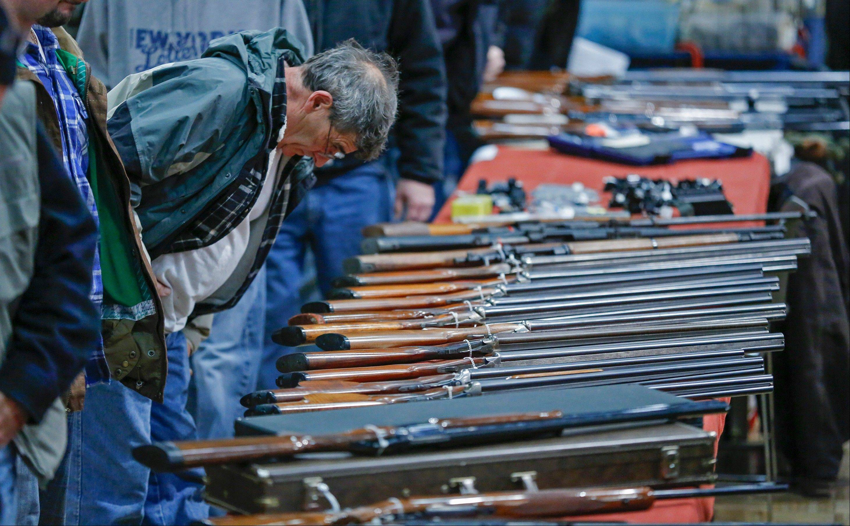 A bipartisan quartet of senators, including two National Rifle Association members and two with �F� ratings from the potent firearms lobby, are quietly trying to reach compromise on expanding the requirement for gun-sale background checks.