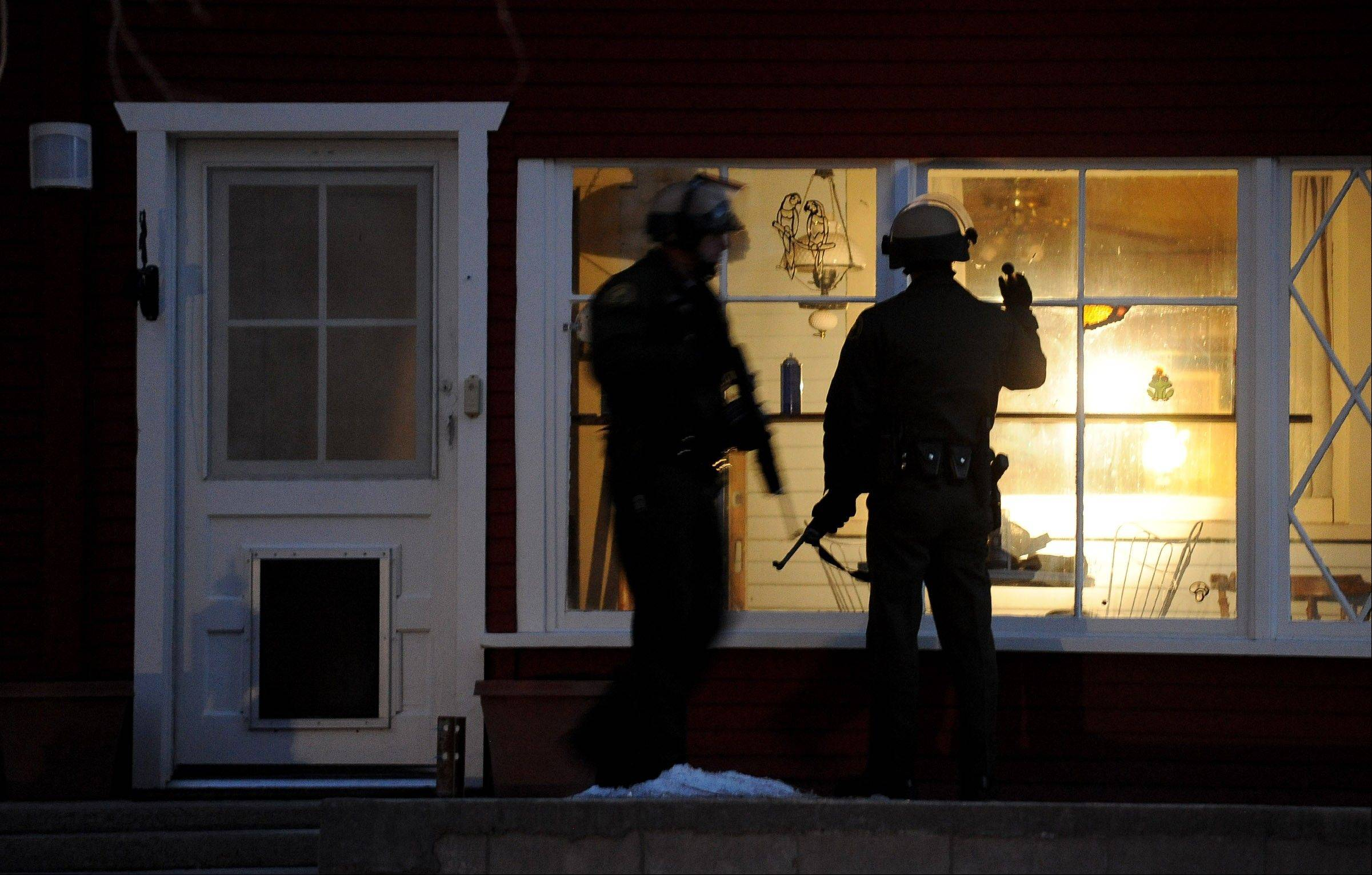 Police officers check a house along Switzerland Avenue for murder suspect, former Los Angeles Police Department Officer Christopher Dorner, Thursday, Feb. 7, 2013, in Big Bear Lake, Calif.