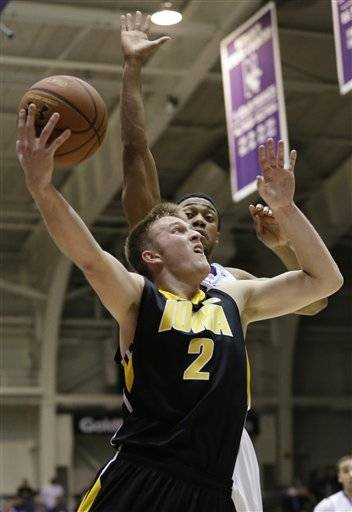 Devyn Marble broke a lengthy slump with 21 points and Iowa beat Northwestern 71-57 on Saturday to snap a two-game losing streak.Josh Oglesby added 10 for the Hawkeyes (15-9, 4-7 Big Ten), who won for just the second time in six games.